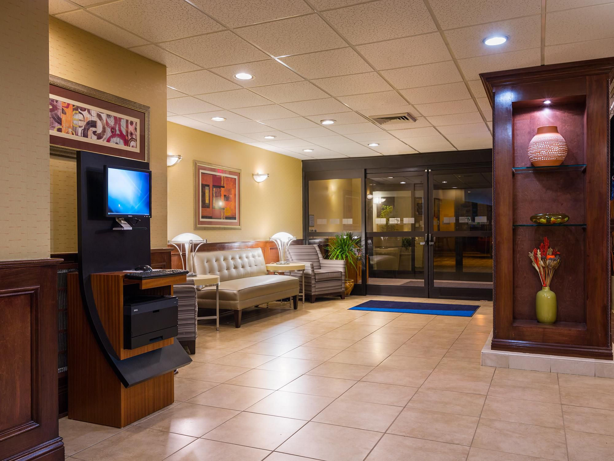 Hotel Lobby & Business Center