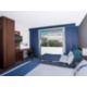Cómoda habitación de no fumadores con cama extragrande y sofá