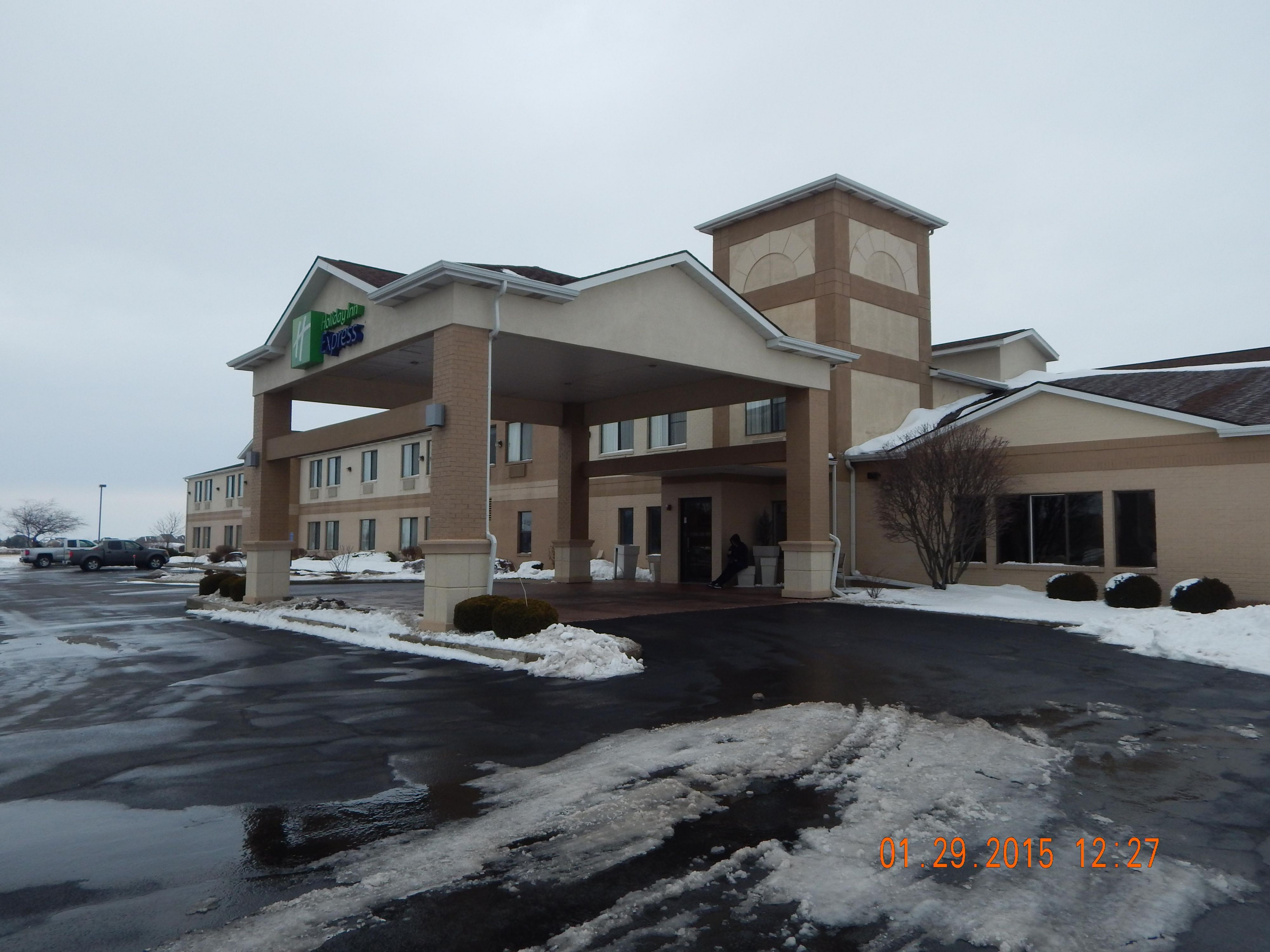 Hotel Exterior: Winter Wonderland