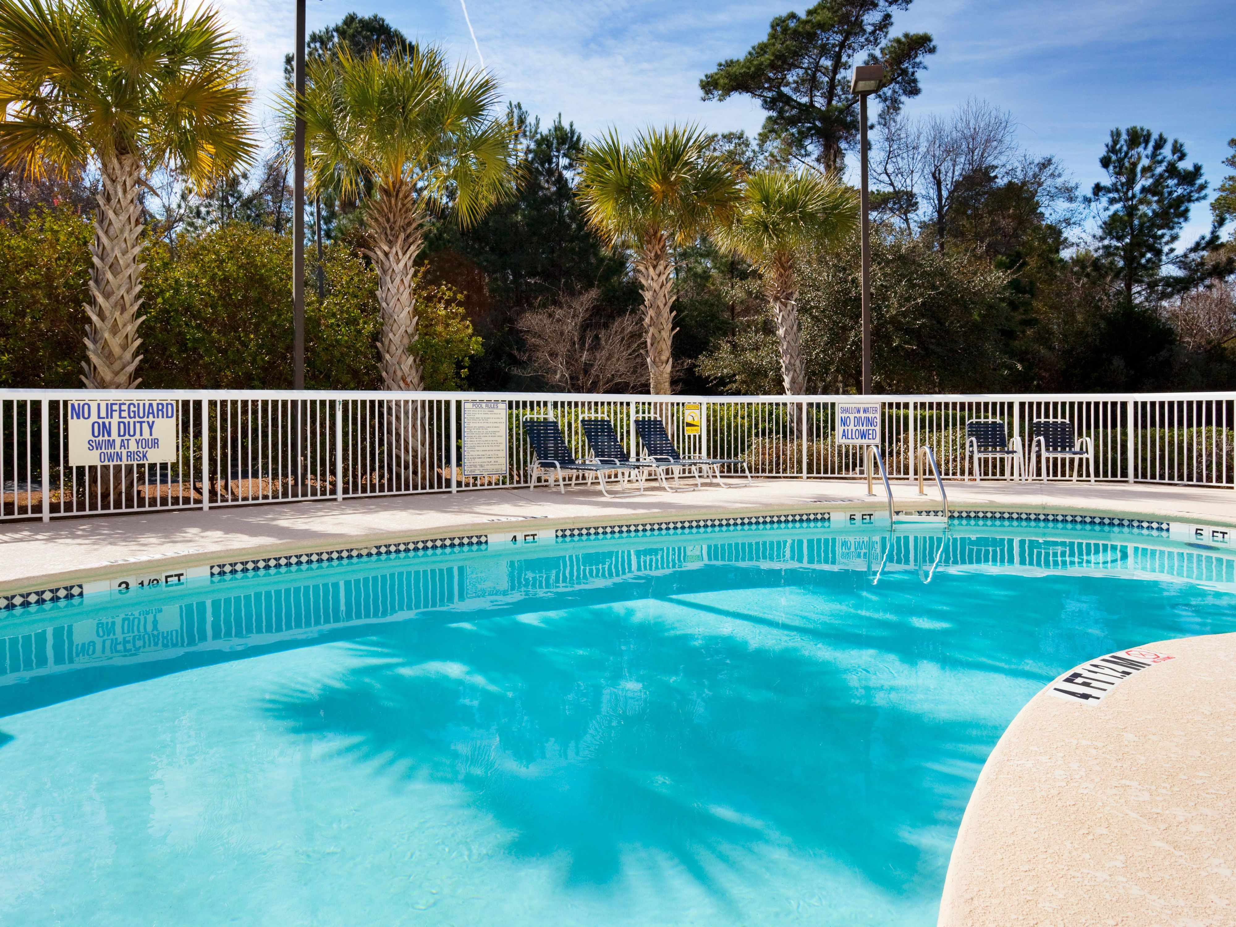 Holiday Inn Express Charleston Secluded Outdoor Swimming Pool
