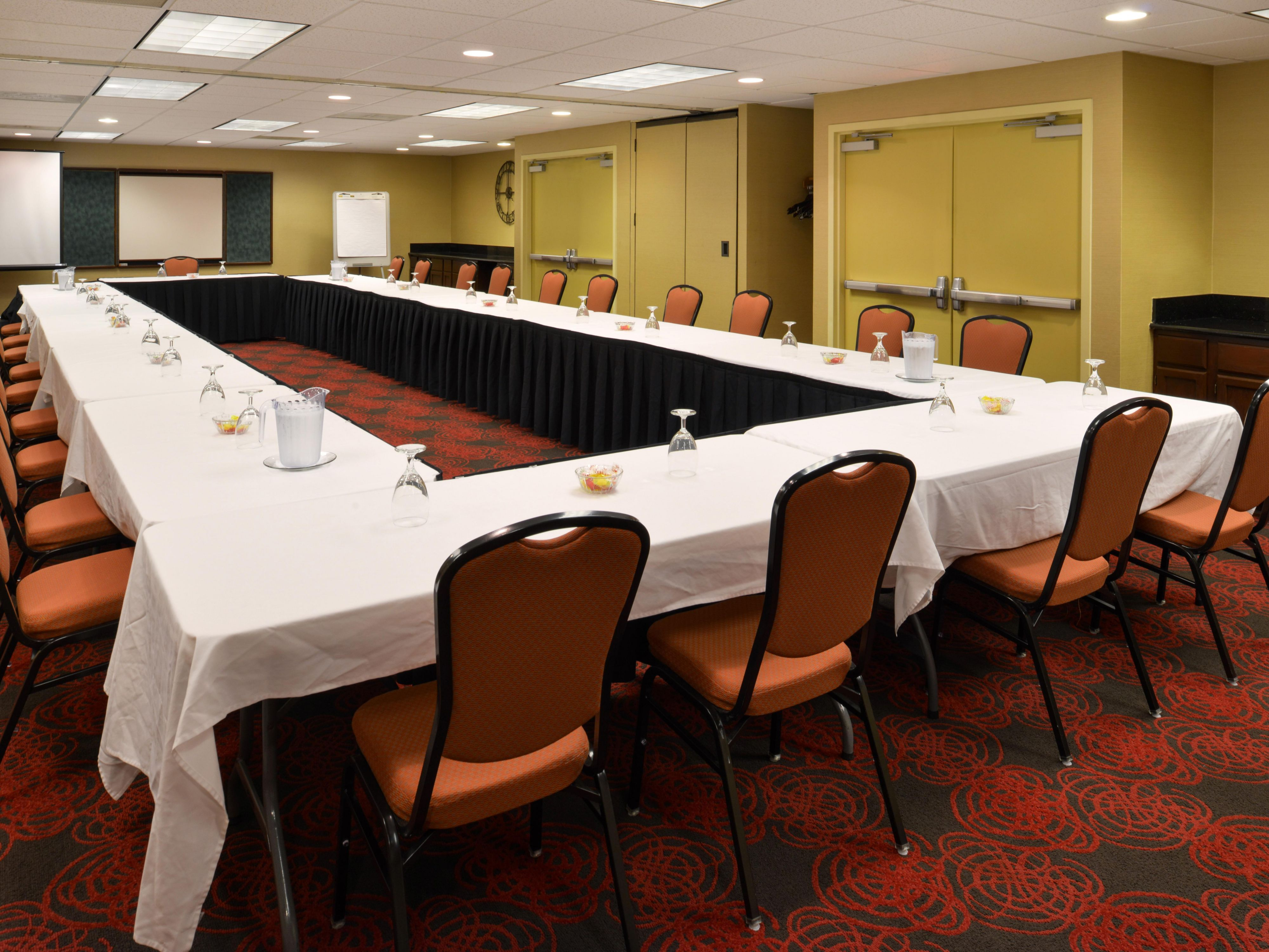 Hold your small meetings in our Crestwood IL hotel.