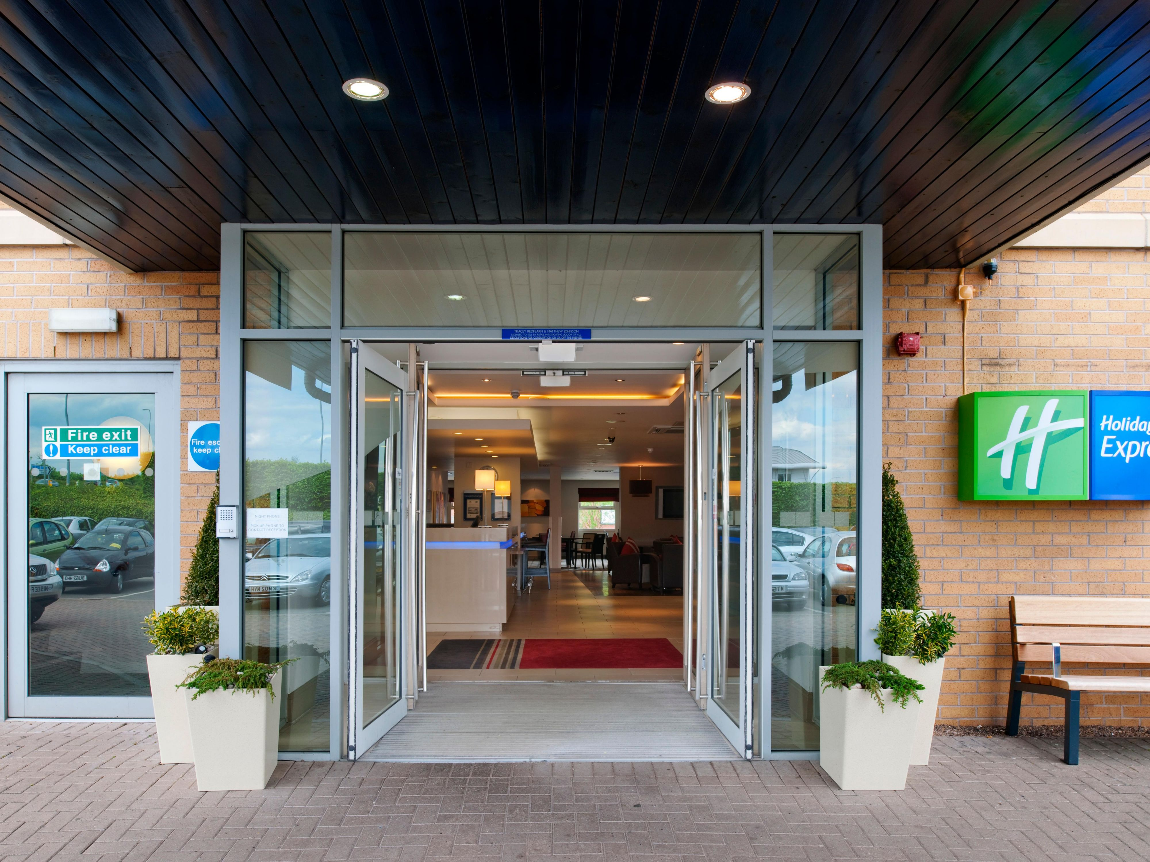 A warm welcome awaits at Holiday Inn Express East Midlands Airport