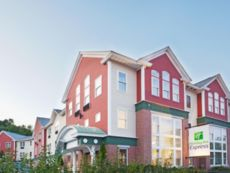 Holiday Inn Express Durham - ( UNH )