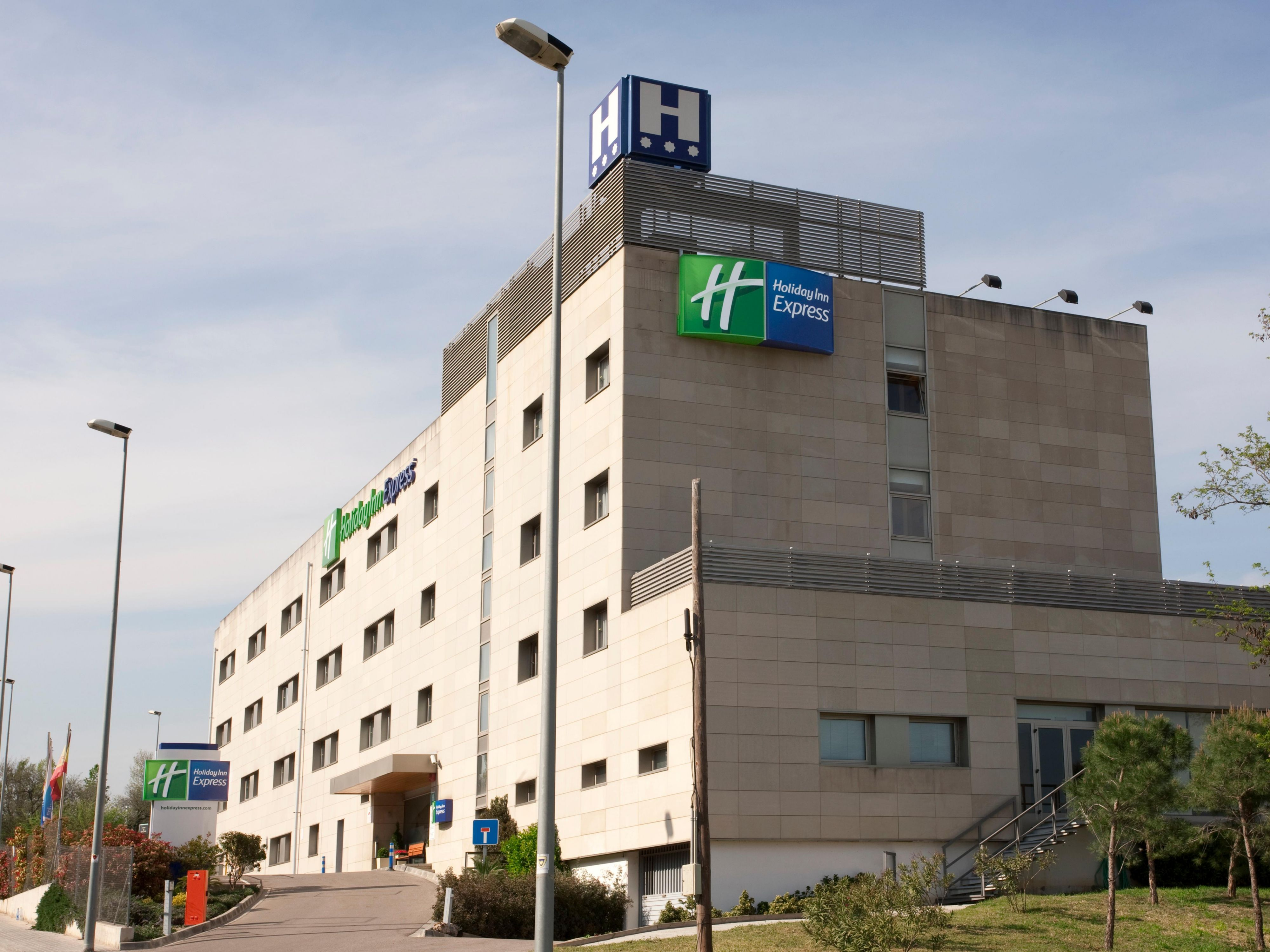 Welcome to Holiday Inn Express Montmelo
