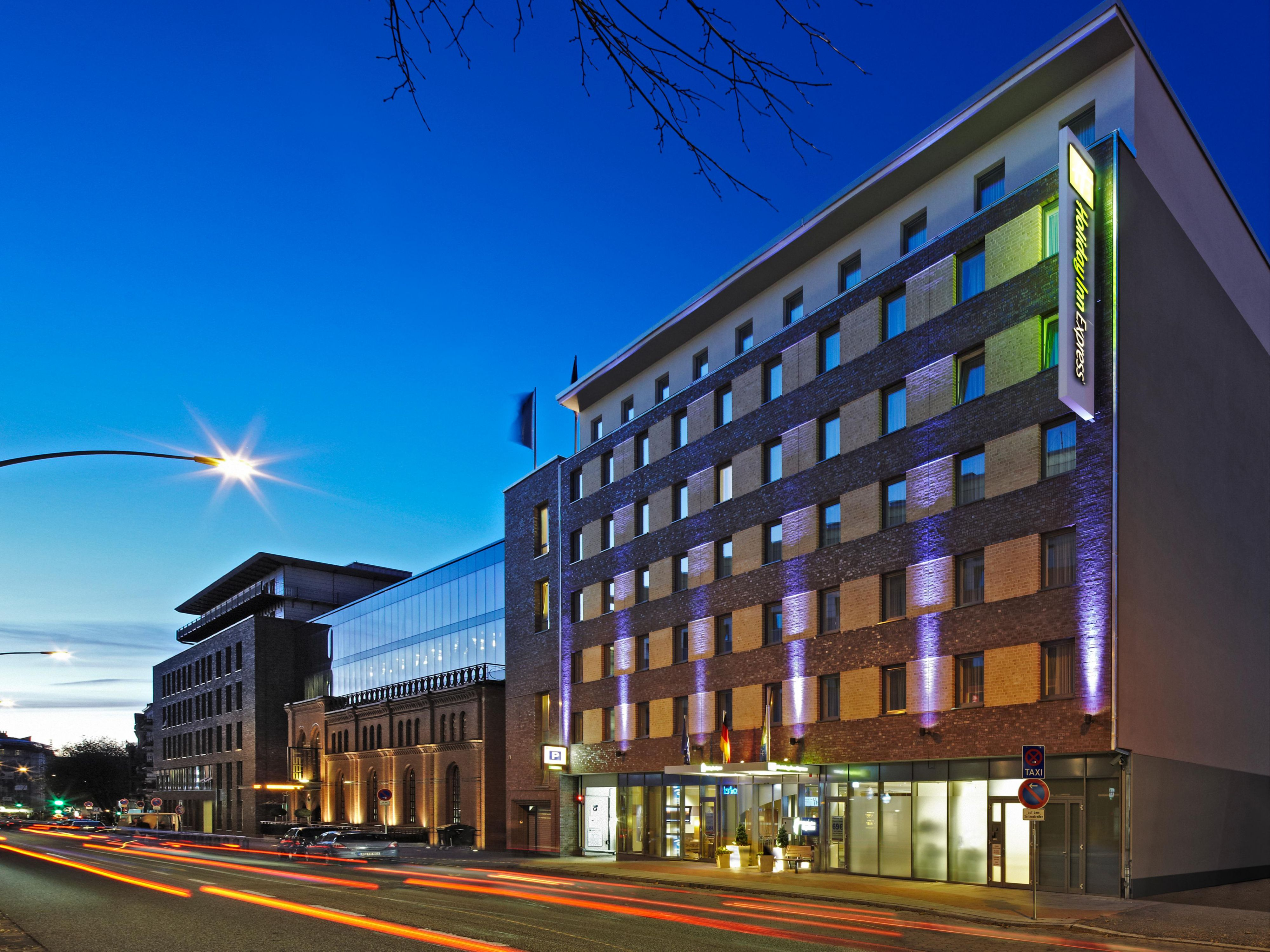Hotels In Hamburg St Pauli Das Holiday Inn Express Hamburg St