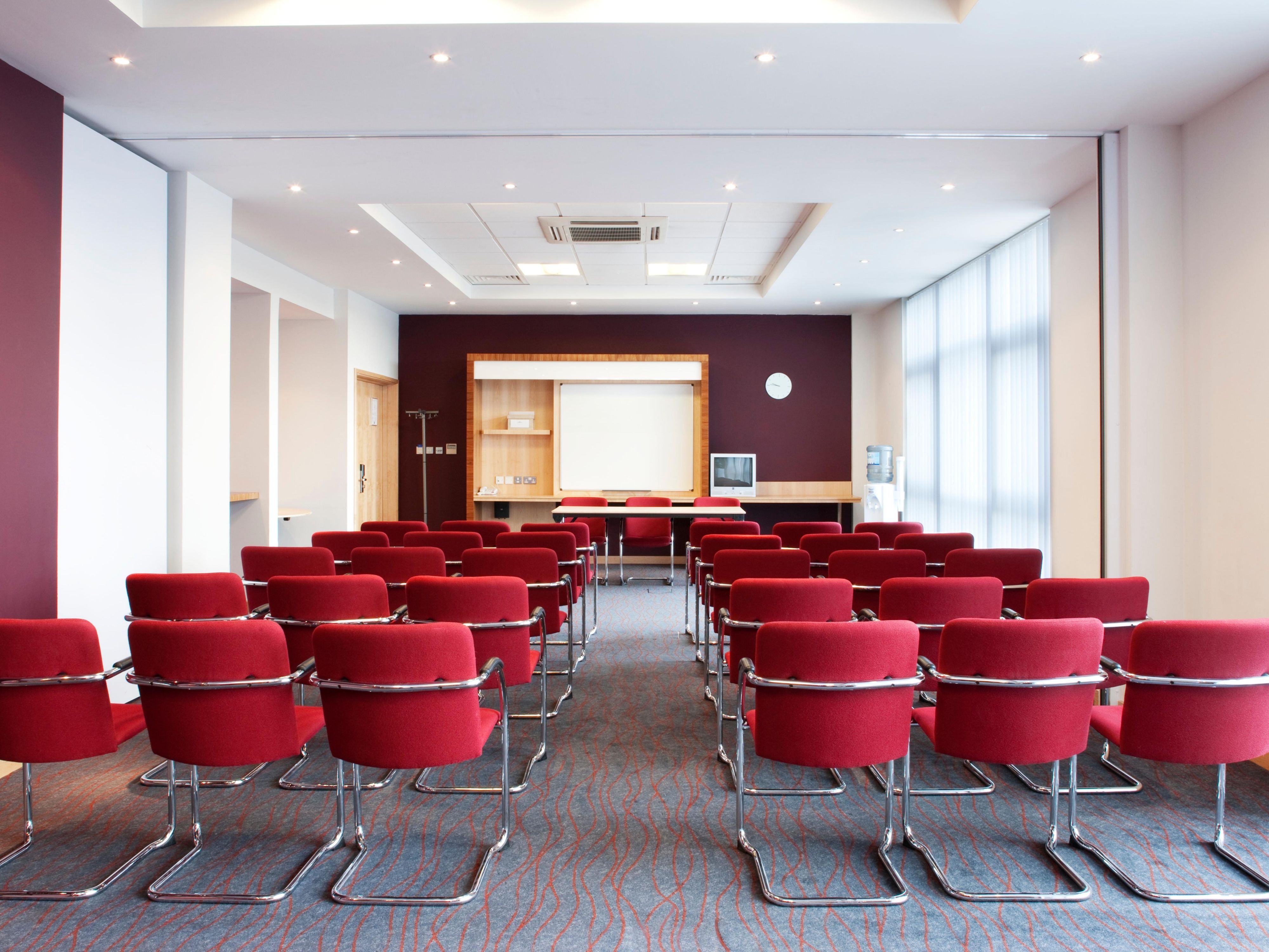 Bell Meeting Room, Theatre Layout, Holiday Inn Express Hamilton