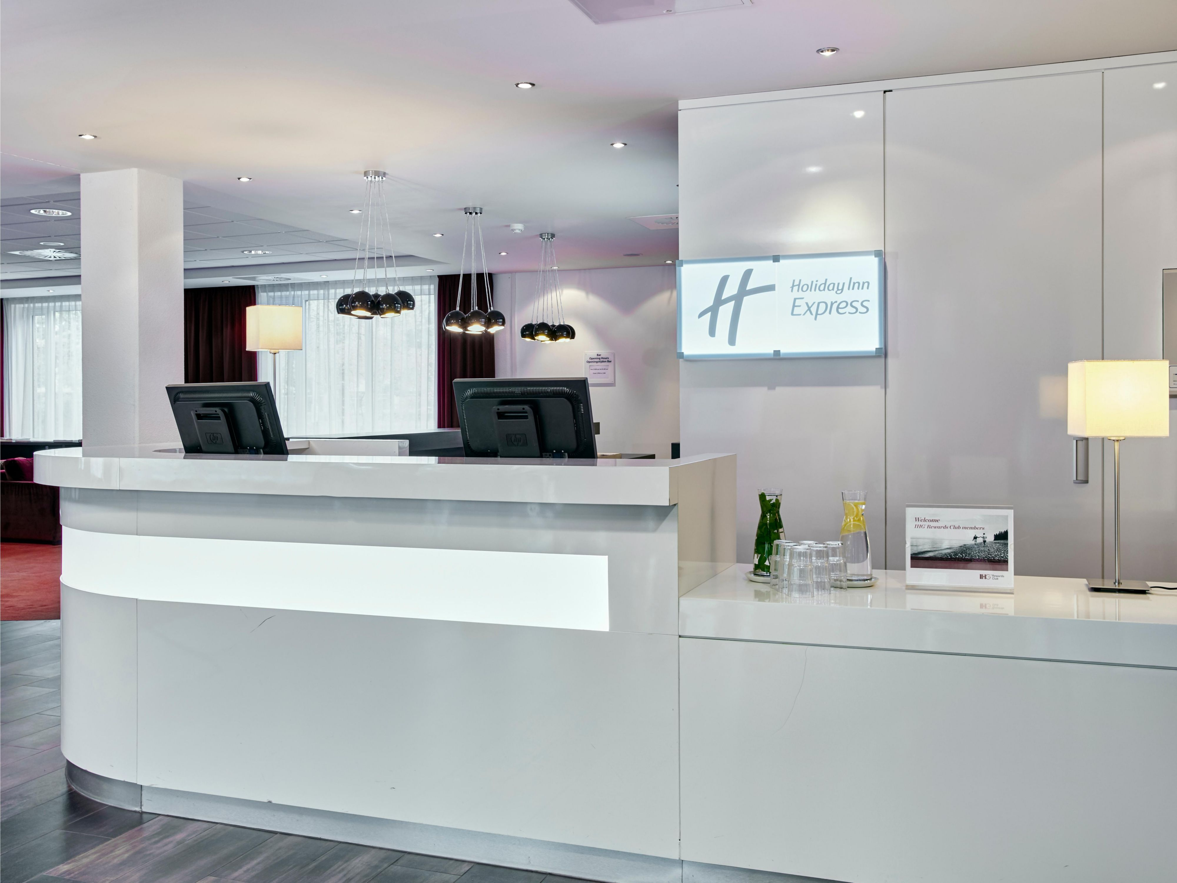A warm welcome awaits you at Holiday Inn Express Amsterdam Schipol