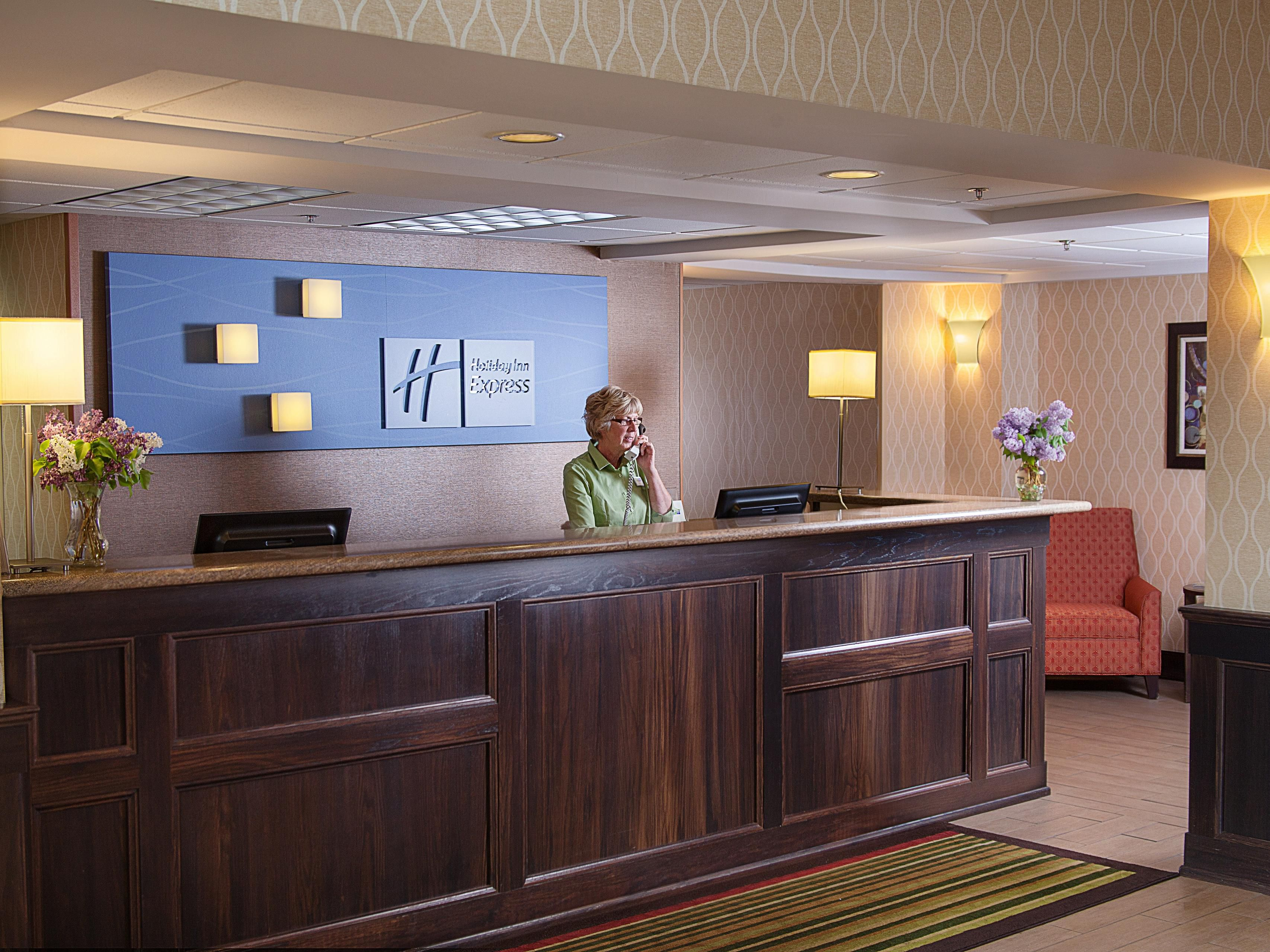 Holiday Inn Express Houghton Hotel Lobby