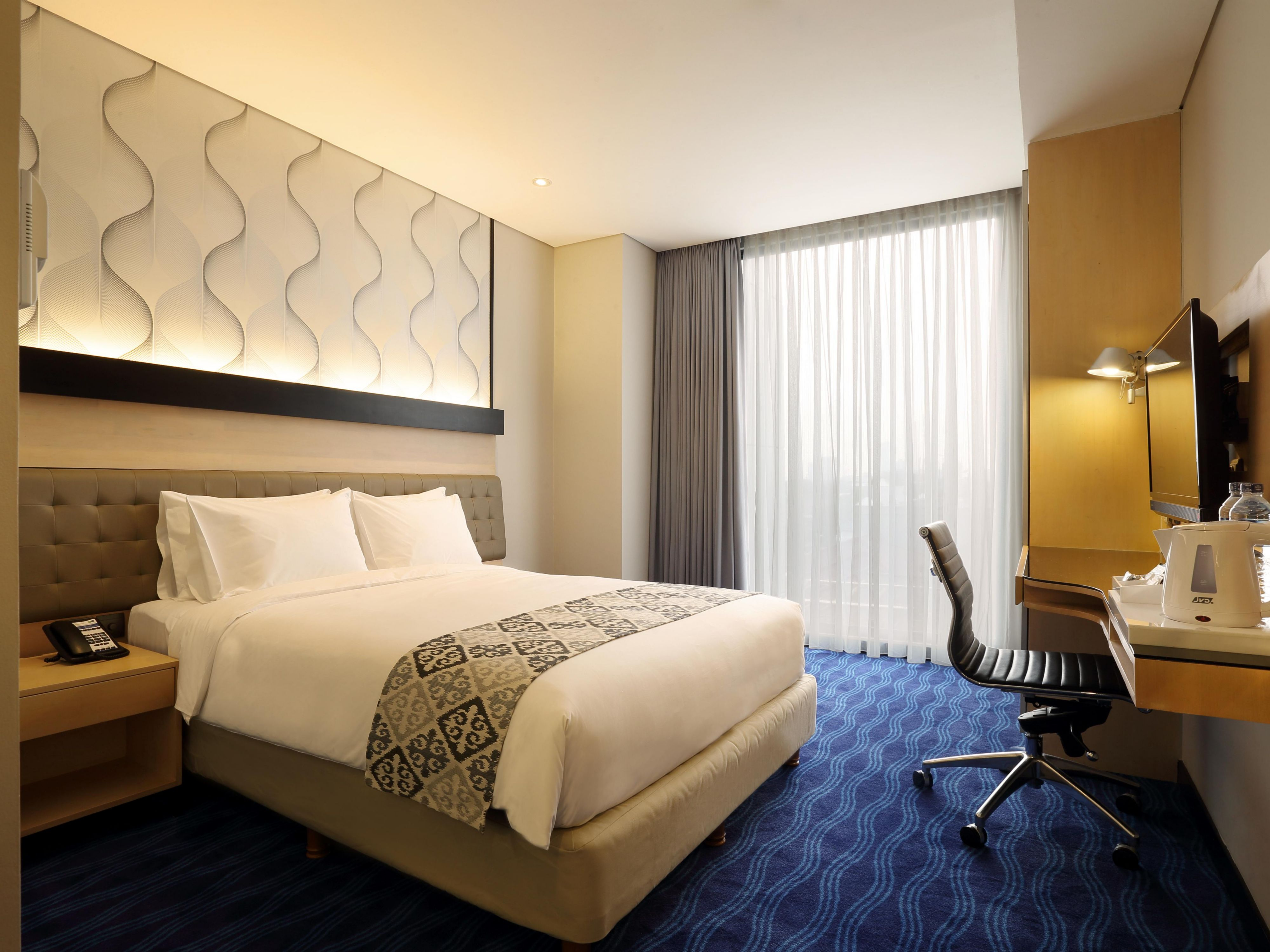 Queen Bed Room at Holiday Inn Express Jakarta Thamrin