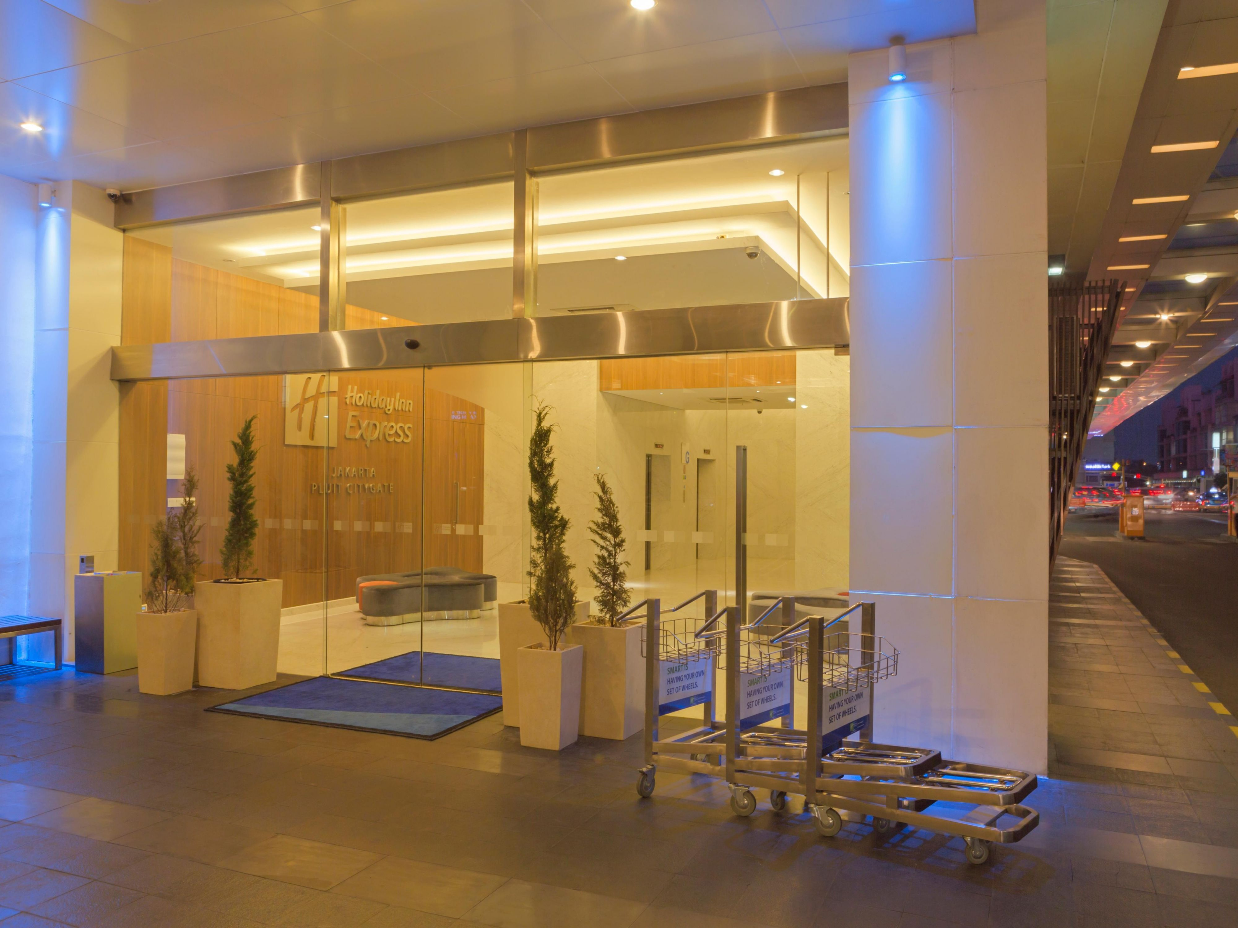 Holiday Inn Express Jakarta Pluit Citygate Entrance