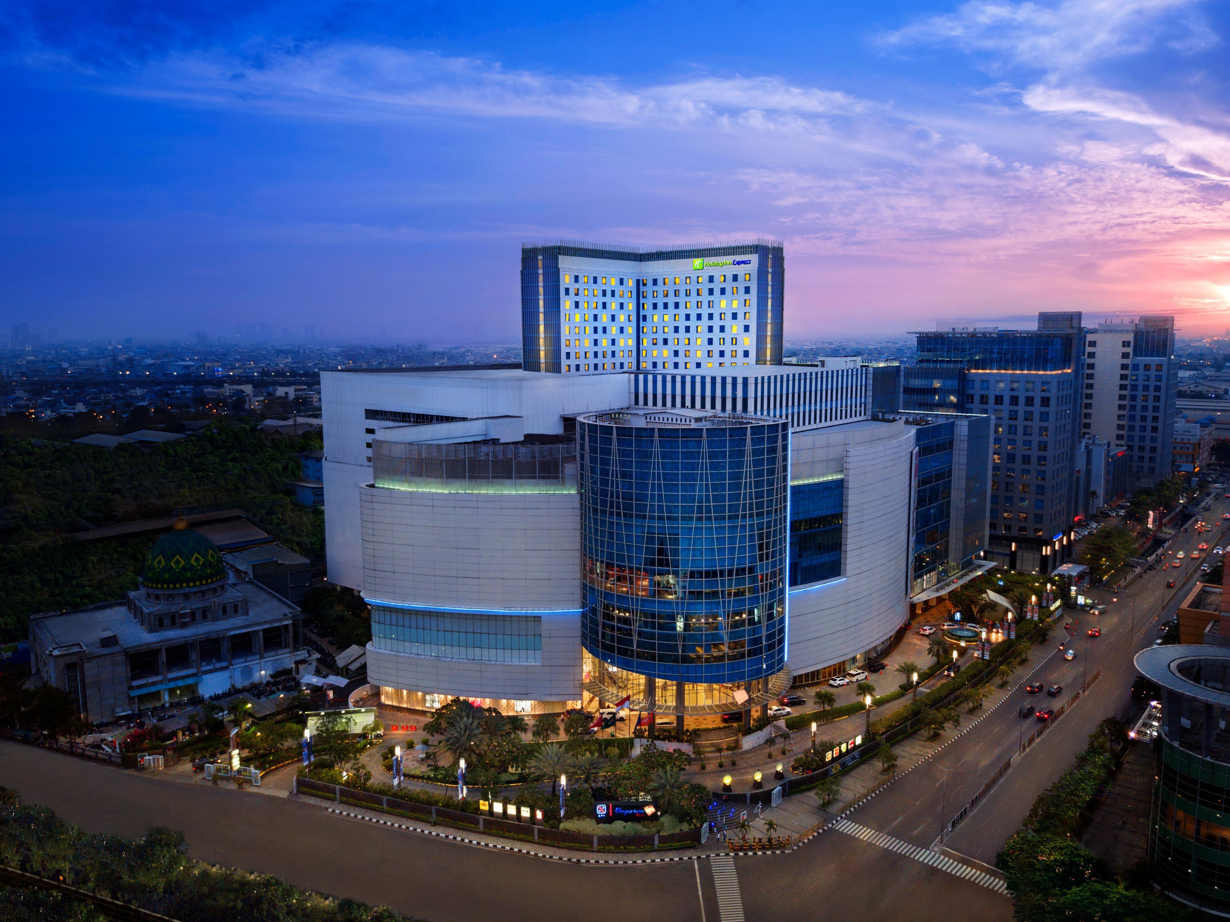 Holiday Inn Express Jakarta Pluit Citygate Hotel By Ihg Tiket Masuk Sky 100 Hongkong Anak
