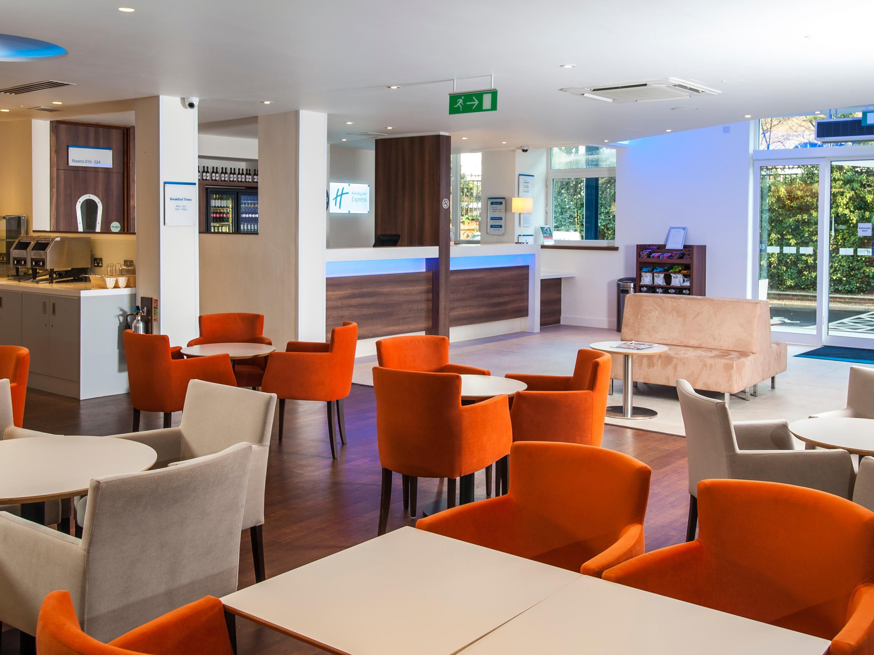 Holiday Inn Express London - Vauxhall Nine Elms Lobby Lounge