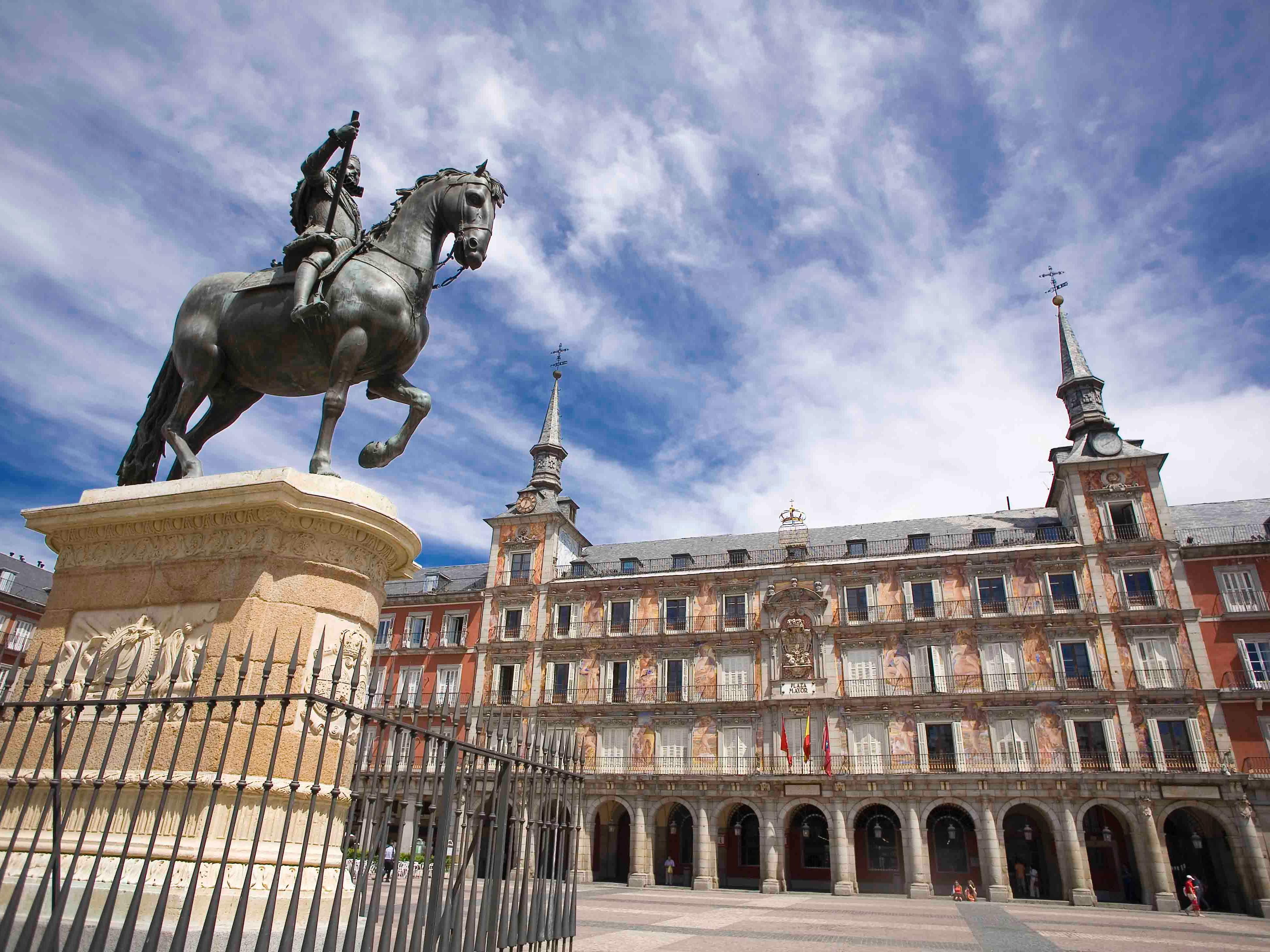 Plaza Mayor - Area Attractions