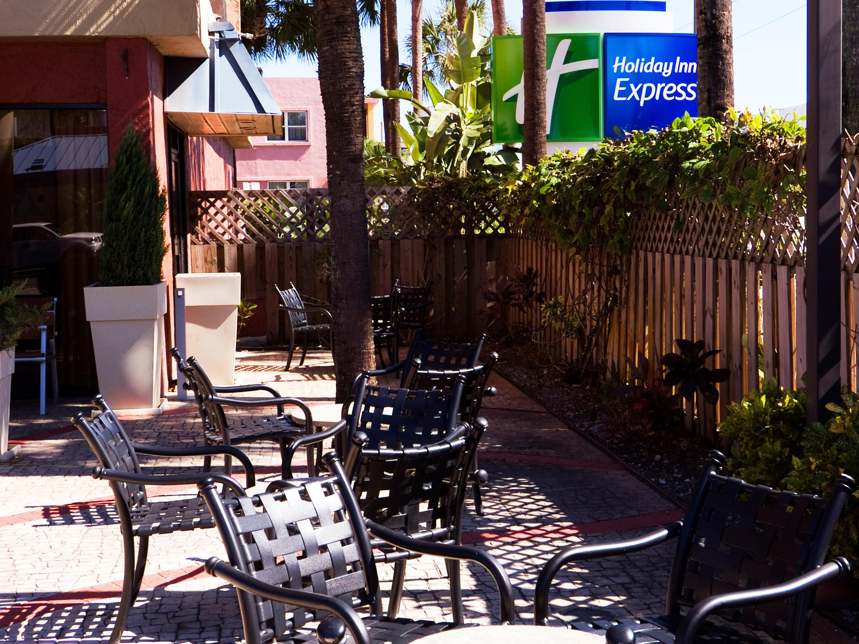 Holiday Inn Express Outdoor Seating Patio Courtyard