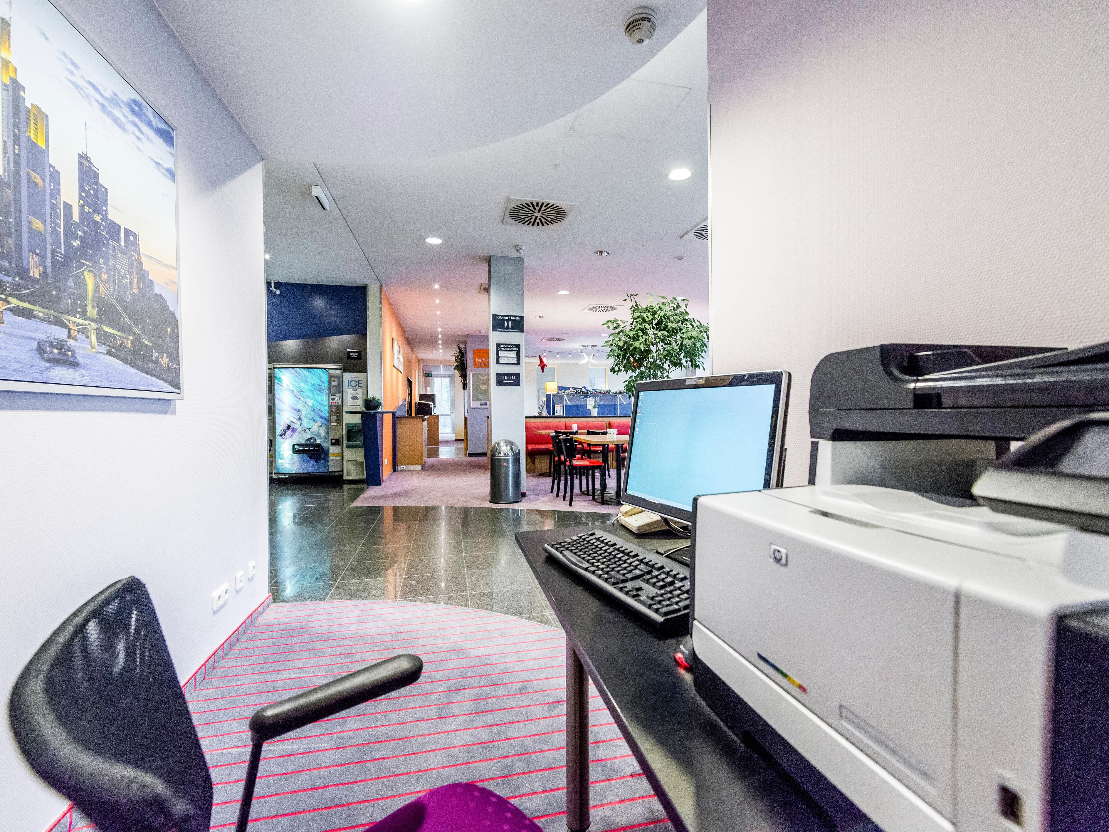 Business Center with internet PC/printer-24h available