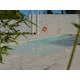 La grande piscine entourée du jardin méditerranéen