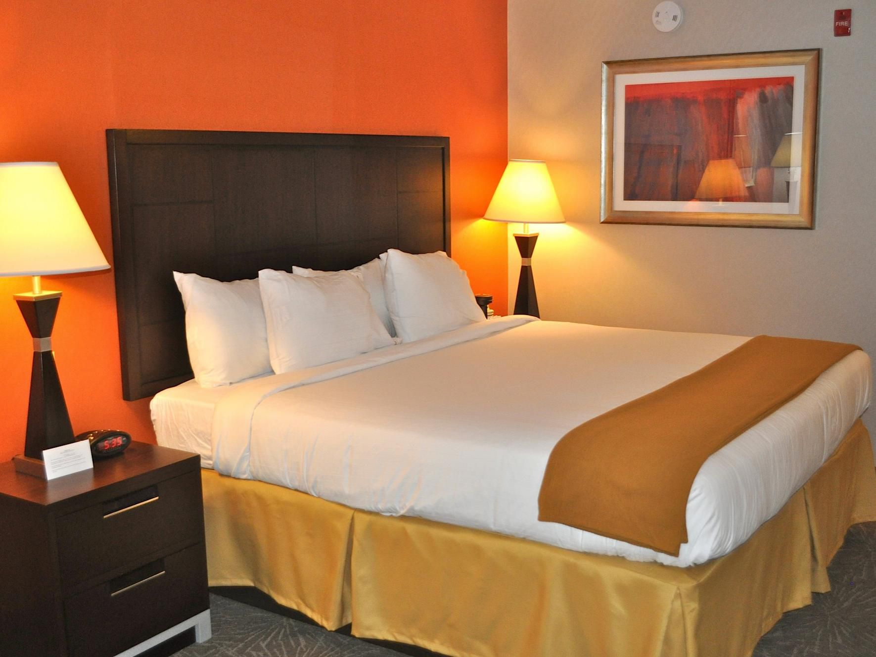 Holiday Inn Express Waterfront Mall Adjoining Room