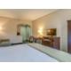 Clean & Comfortable w/ Fridge and Micro & Lightning Fast Internet
