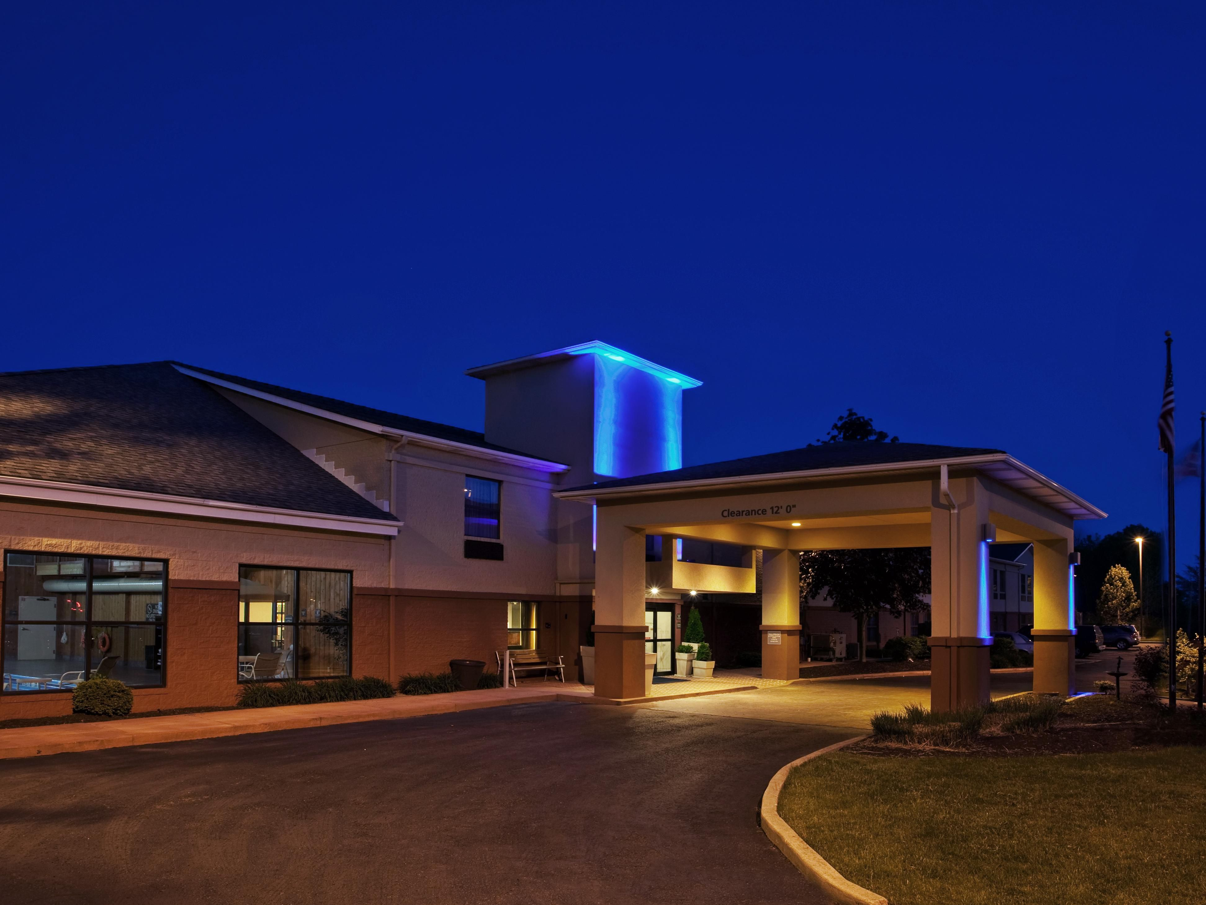Welcome to the Holiday Inn Express-Oakwood Village Ohio