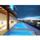 Tome un descanso en la inigualable piscina