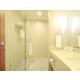 Disfrute de una ducha en nuestros amplios baños equipados.