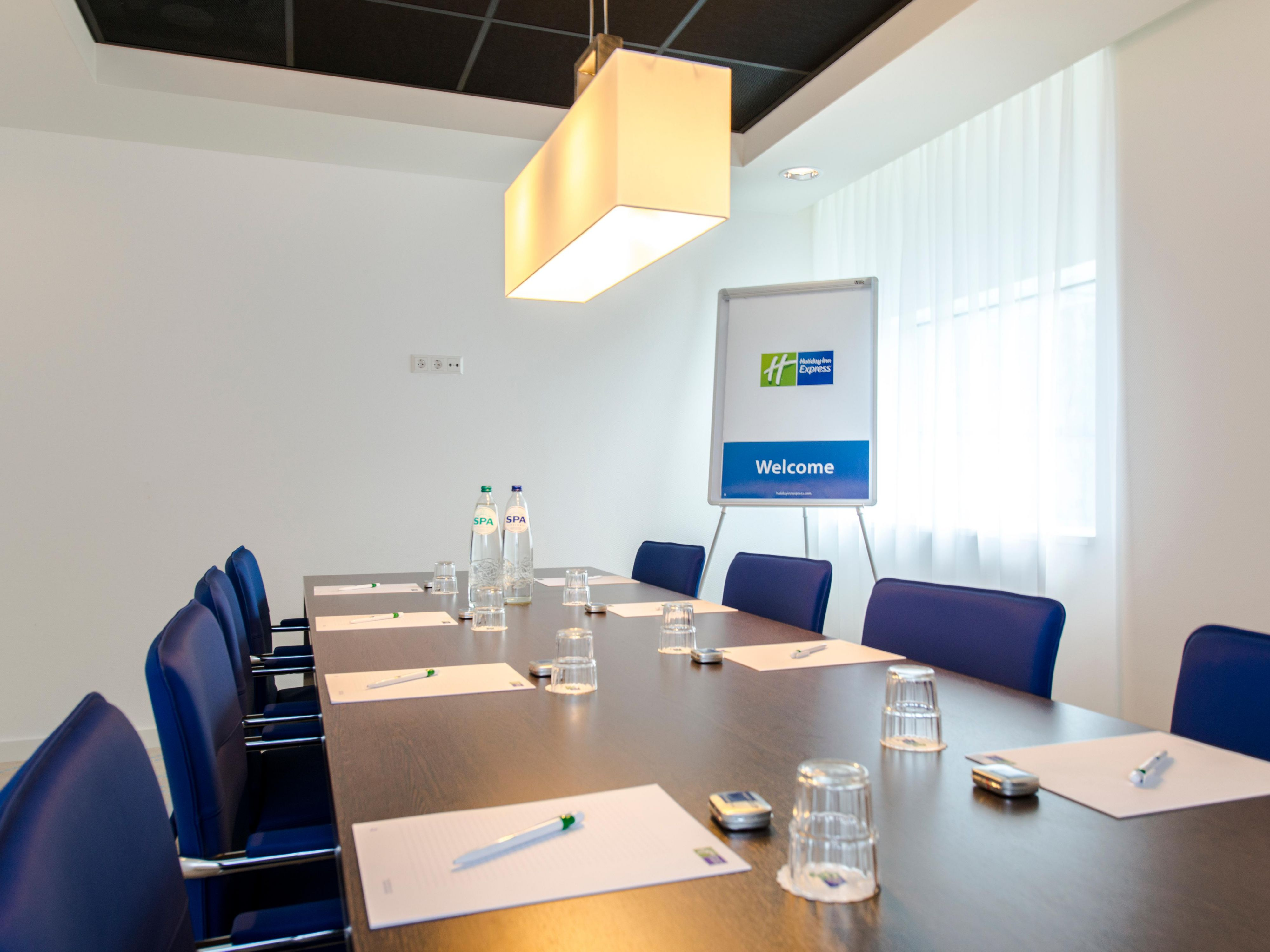 Have a boardroom meeting in the city centre of Rotterdam