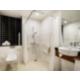 Gerieflijke ADA-conforme badkamer voor mindervaliden