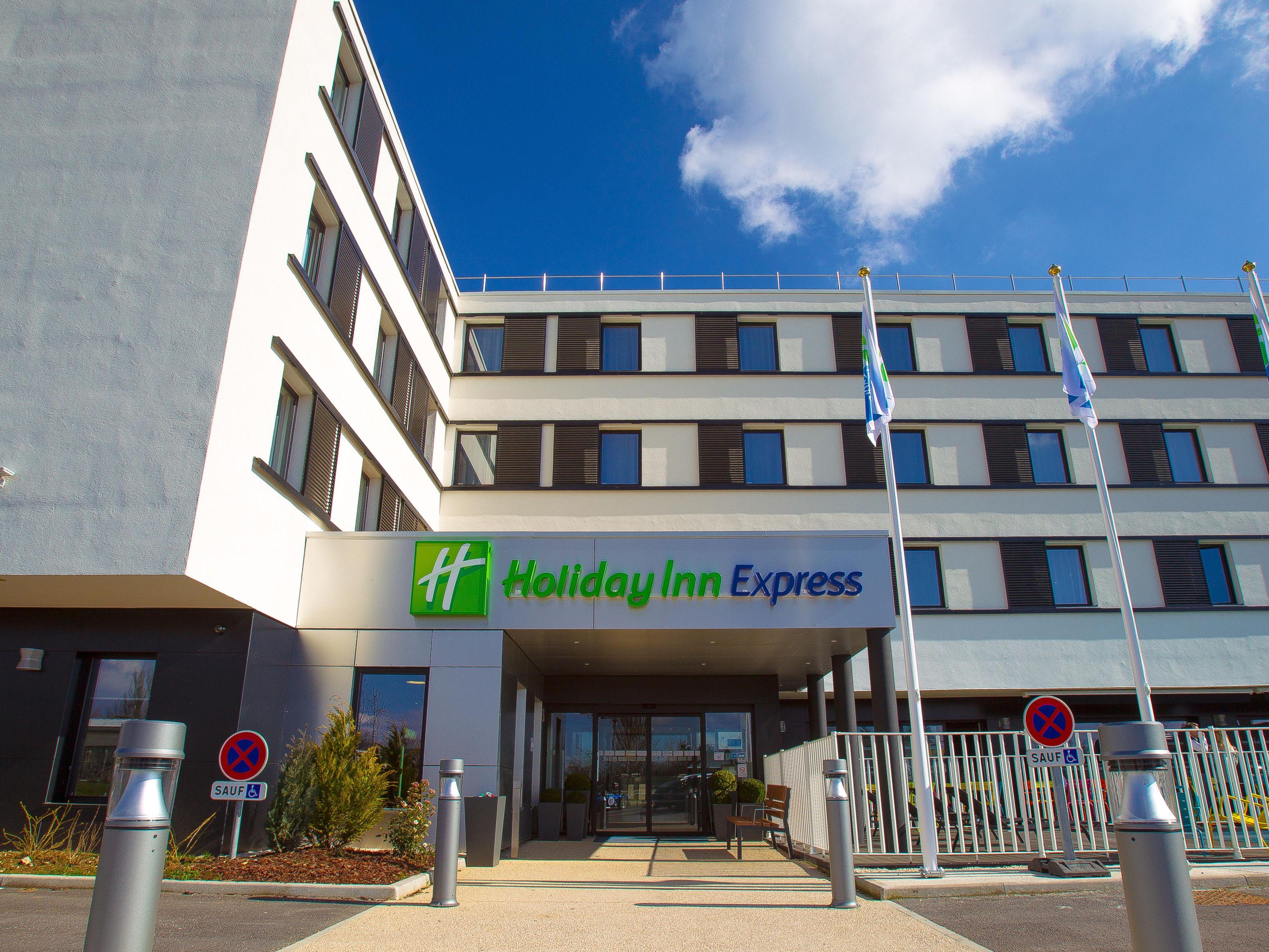 Holiday Inn Express  U7b2c U620e  U6d32 U9645 U9152 U5e97 U96c6 U56e2 U65d7 U4e0b U9152 U5e97