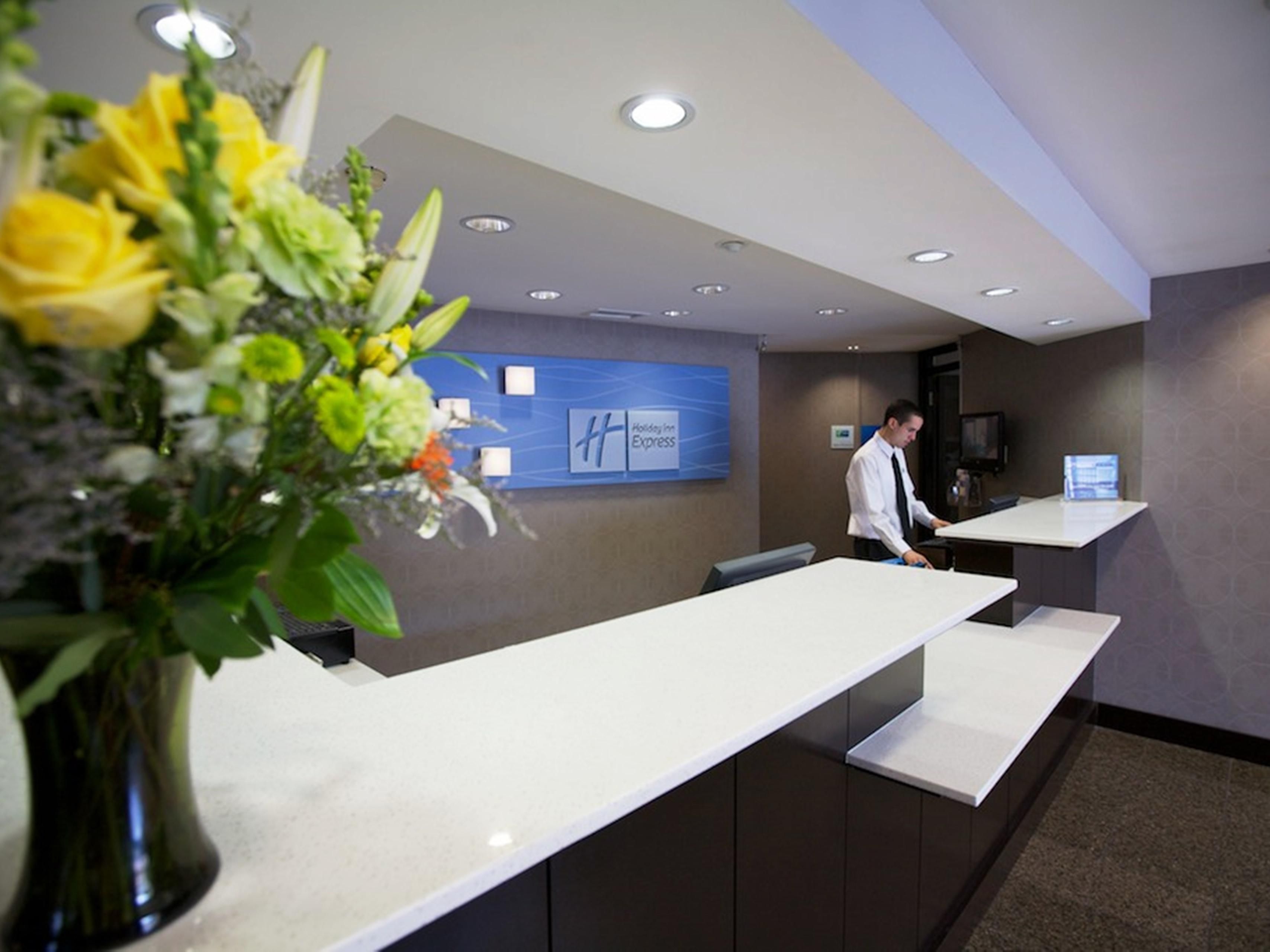 Holiday Inn Express San Diego Airport Old Town Front Desk