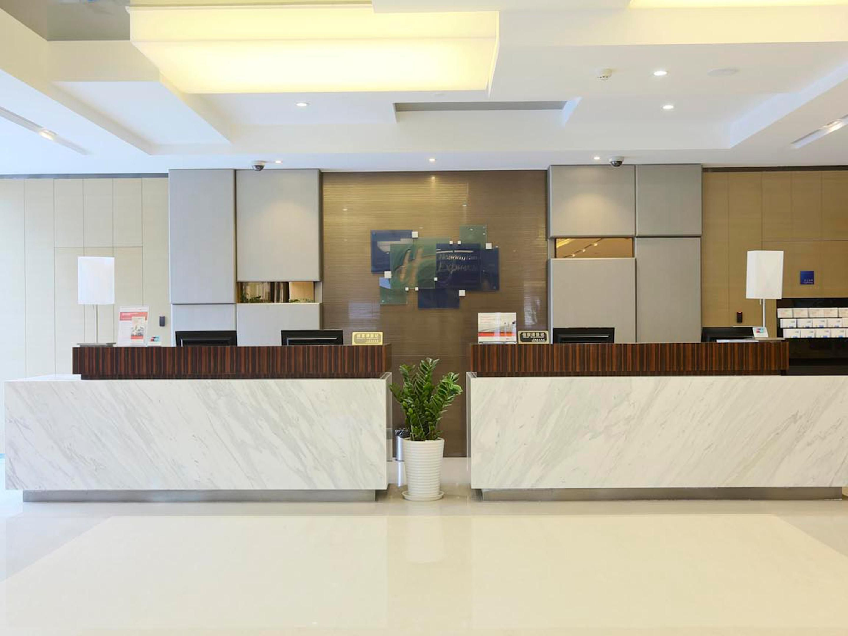 Holiday Inn Express Shanghai Gongkang Front Desk