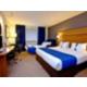 Geräumiges Nichtraucherzimmer mit Doppelbett und Schlafcouch