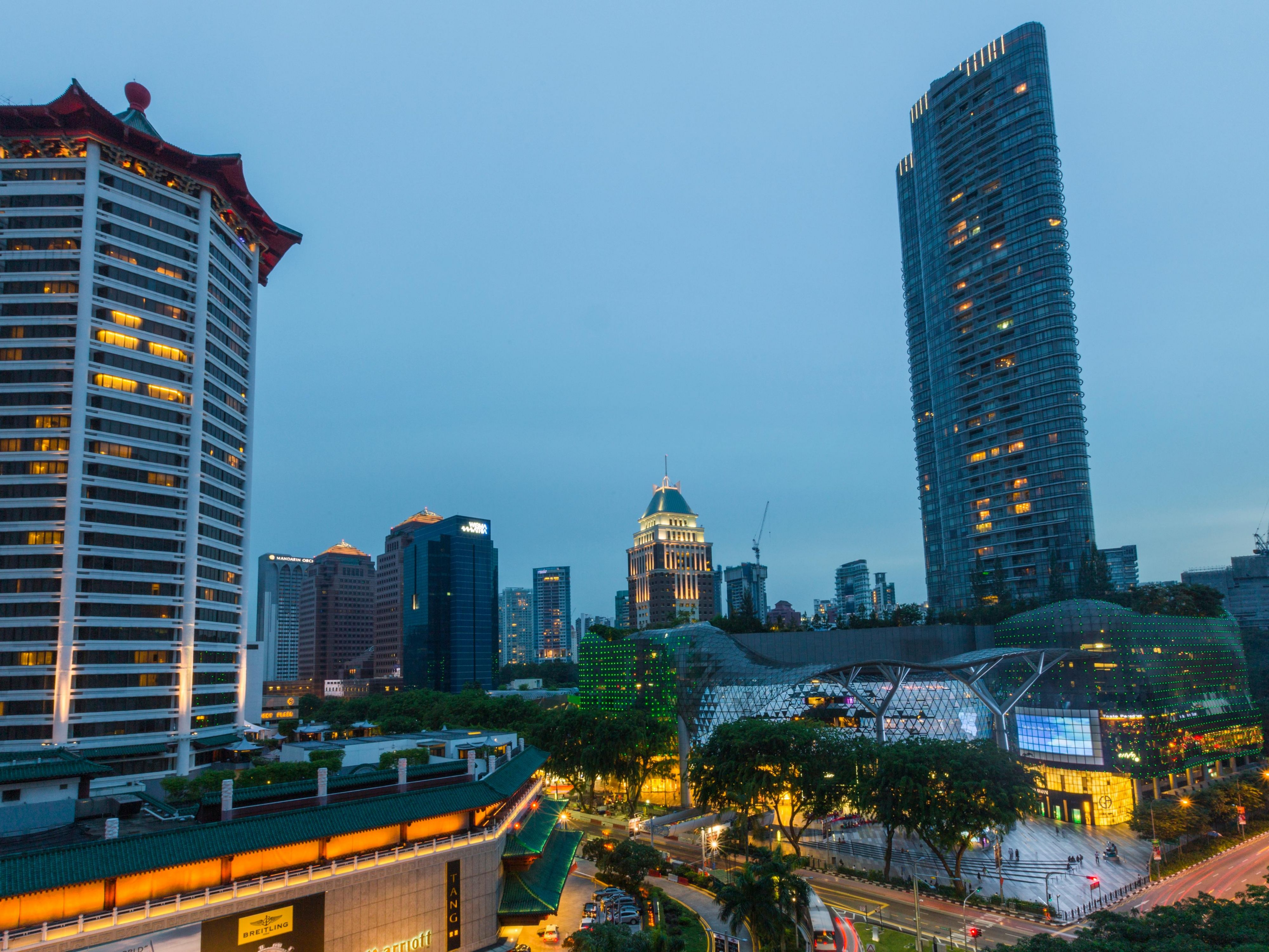 The hotel is in walking distance to shopping malls on Orchard Road