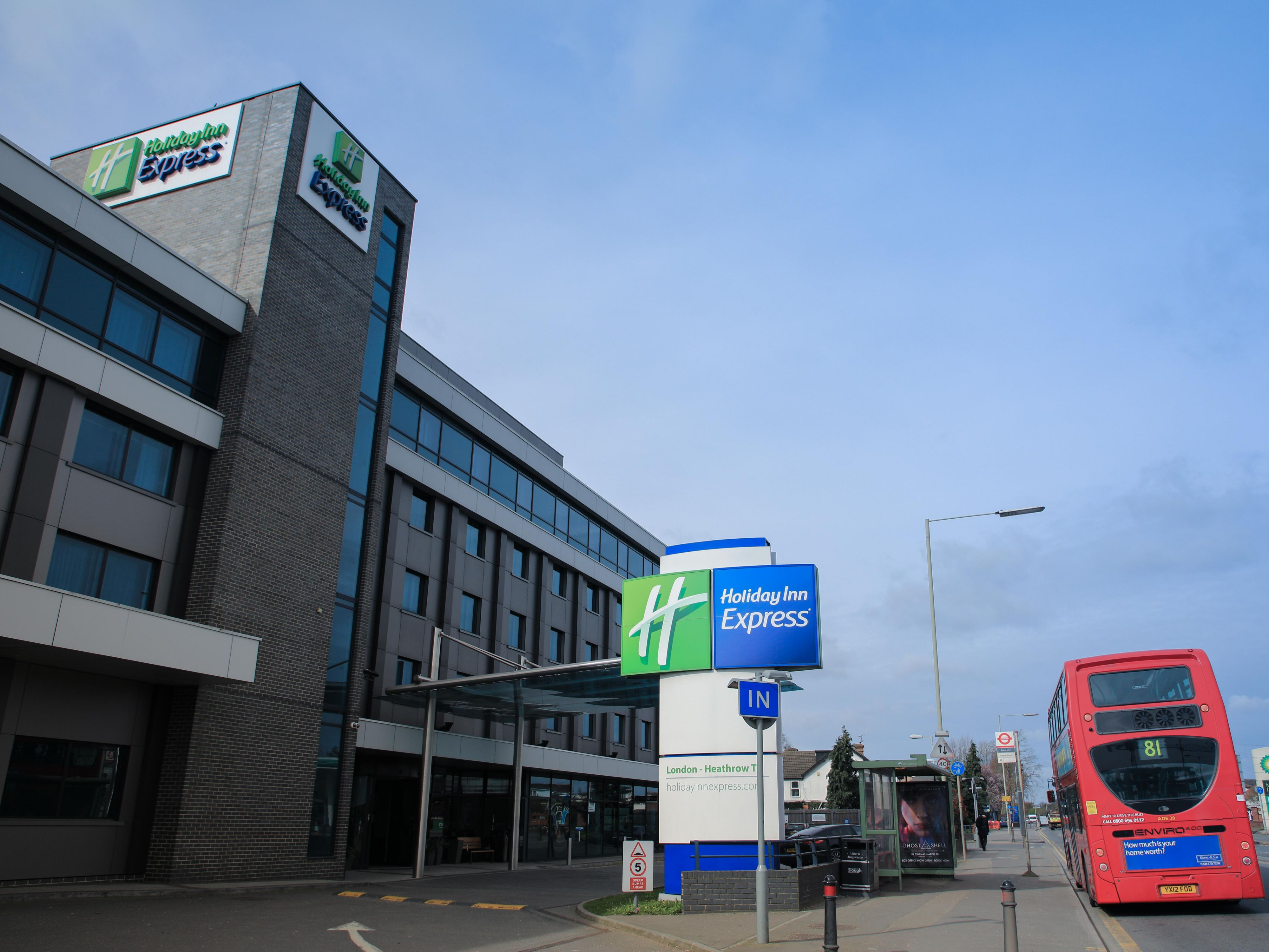Airport Hotel Holiday Inn Express London Heathrow T5