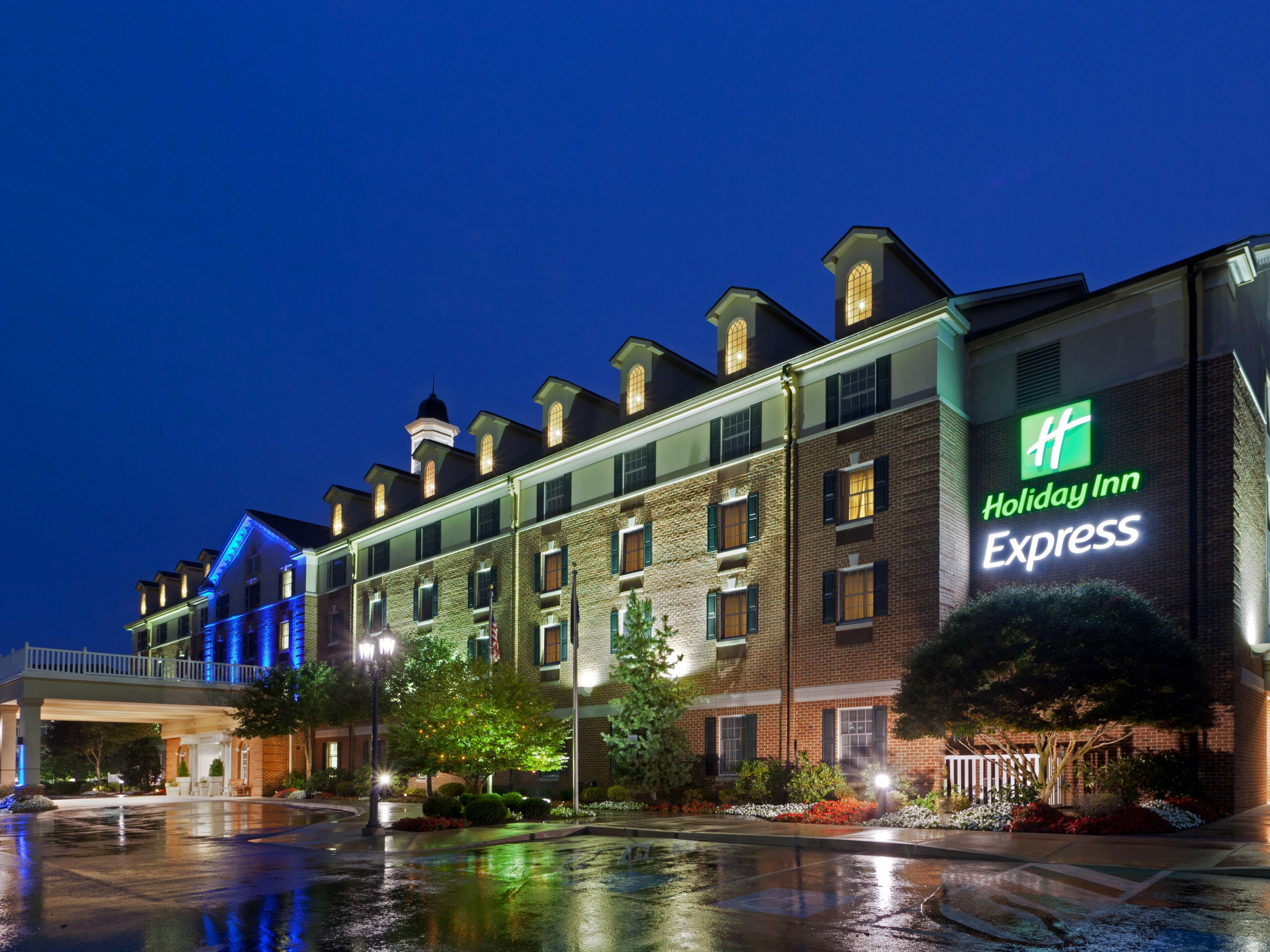 State College Holiday Inn Express Hotel Exterior