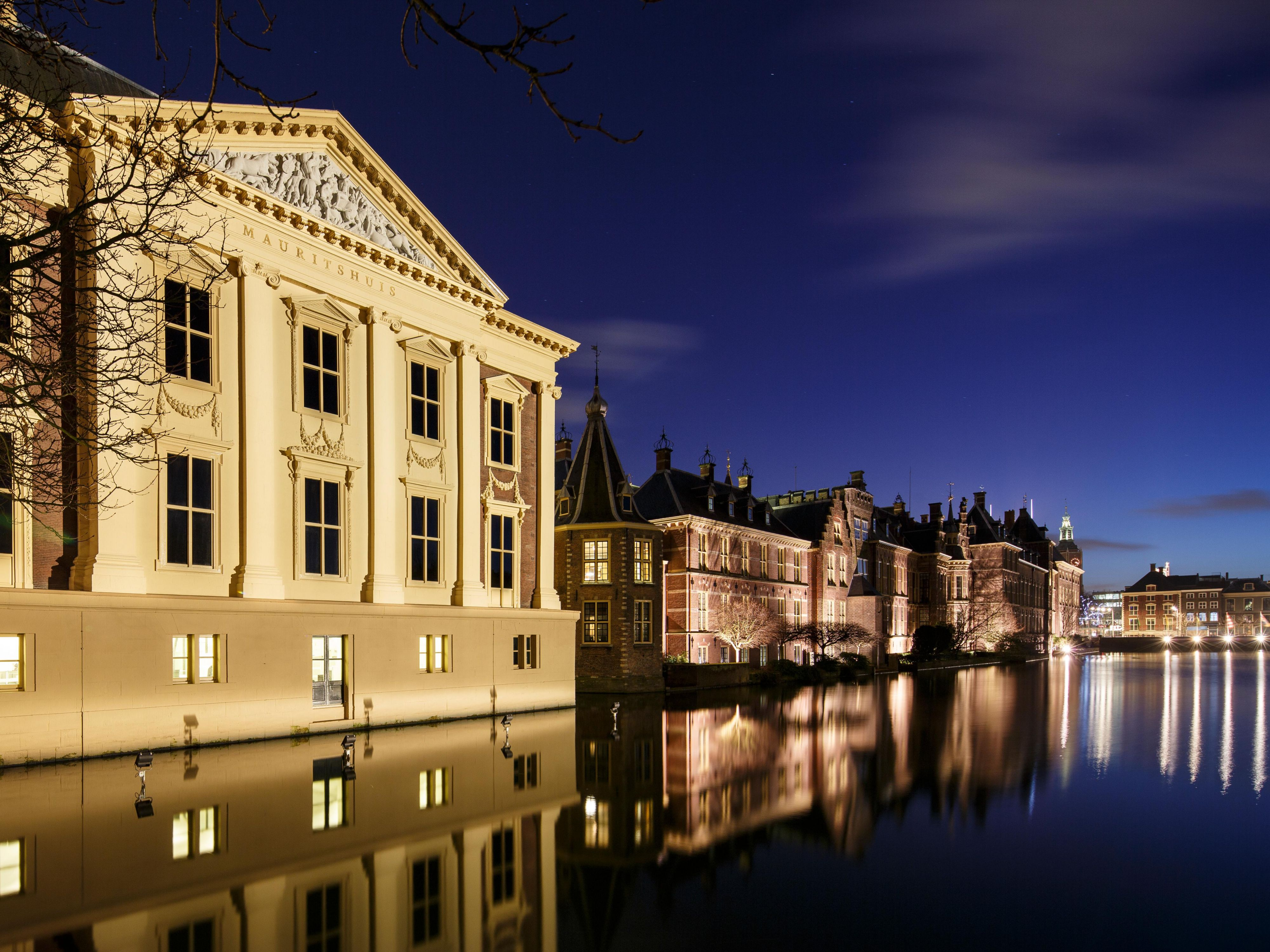 The Mauritshuis Art Museum from the bridge
