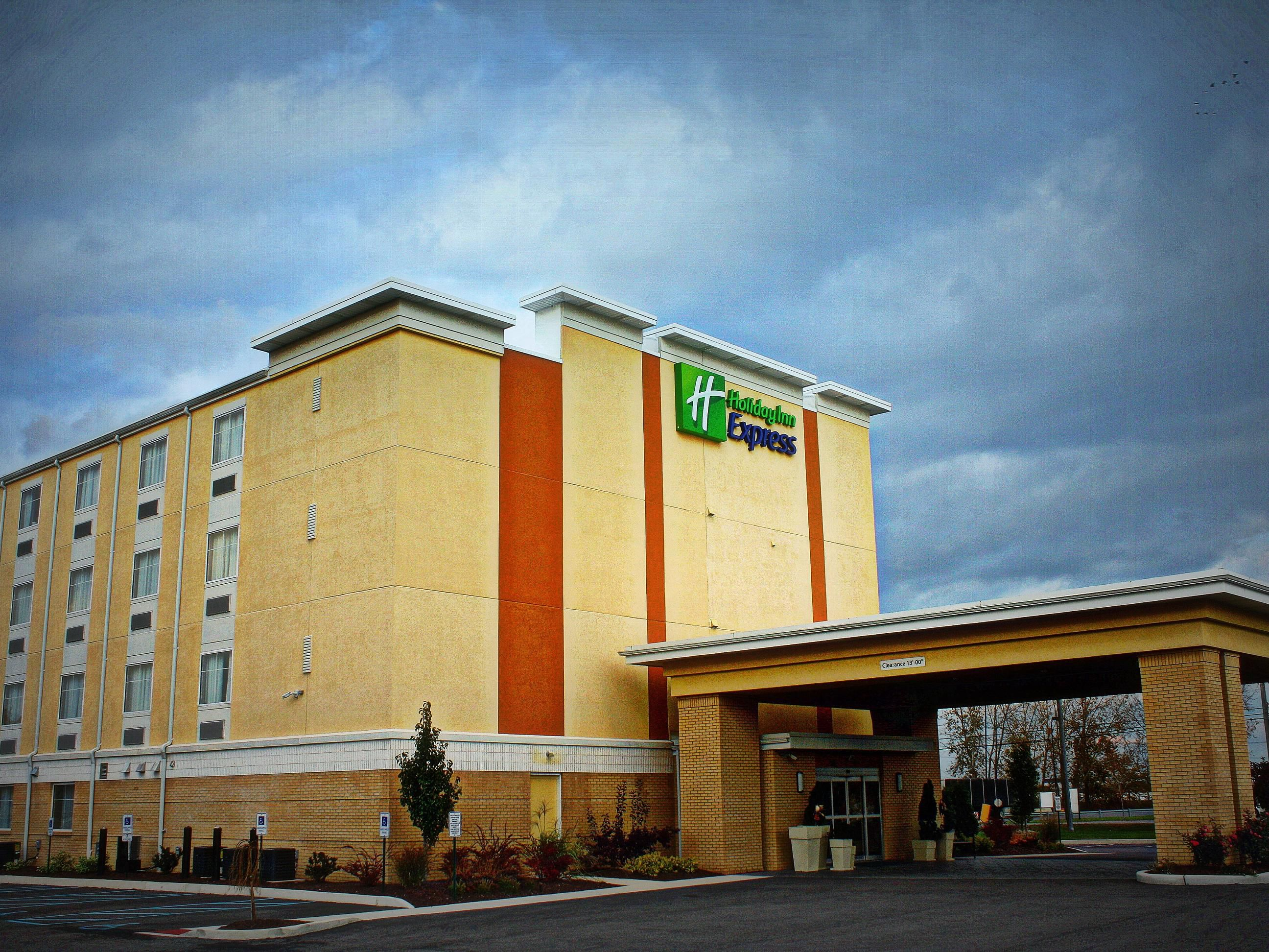 Hotel Exterior Holiday Inn Express Toledo North