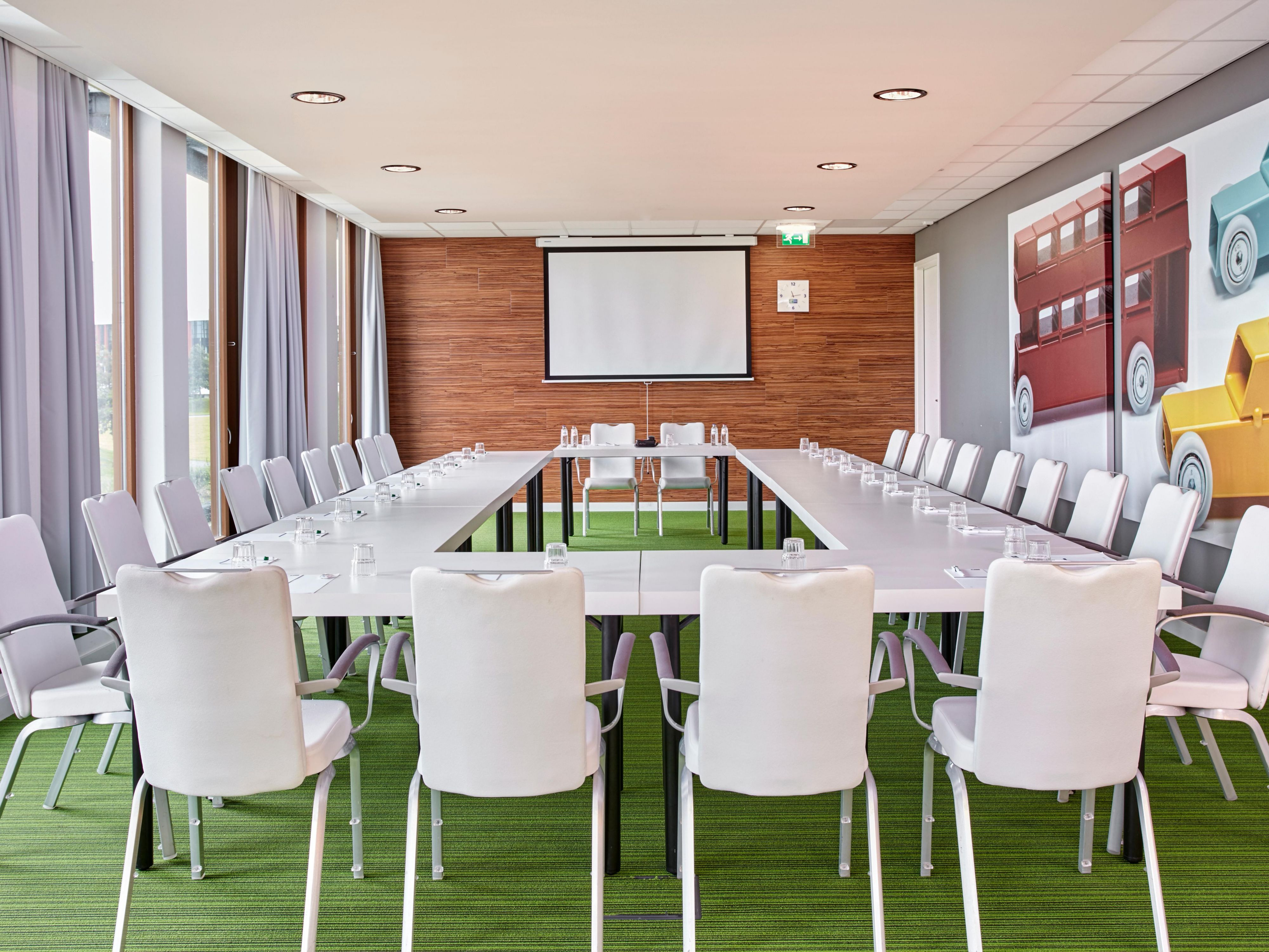 Host you next meeting in Utrecht in our naturally lit meeting room
