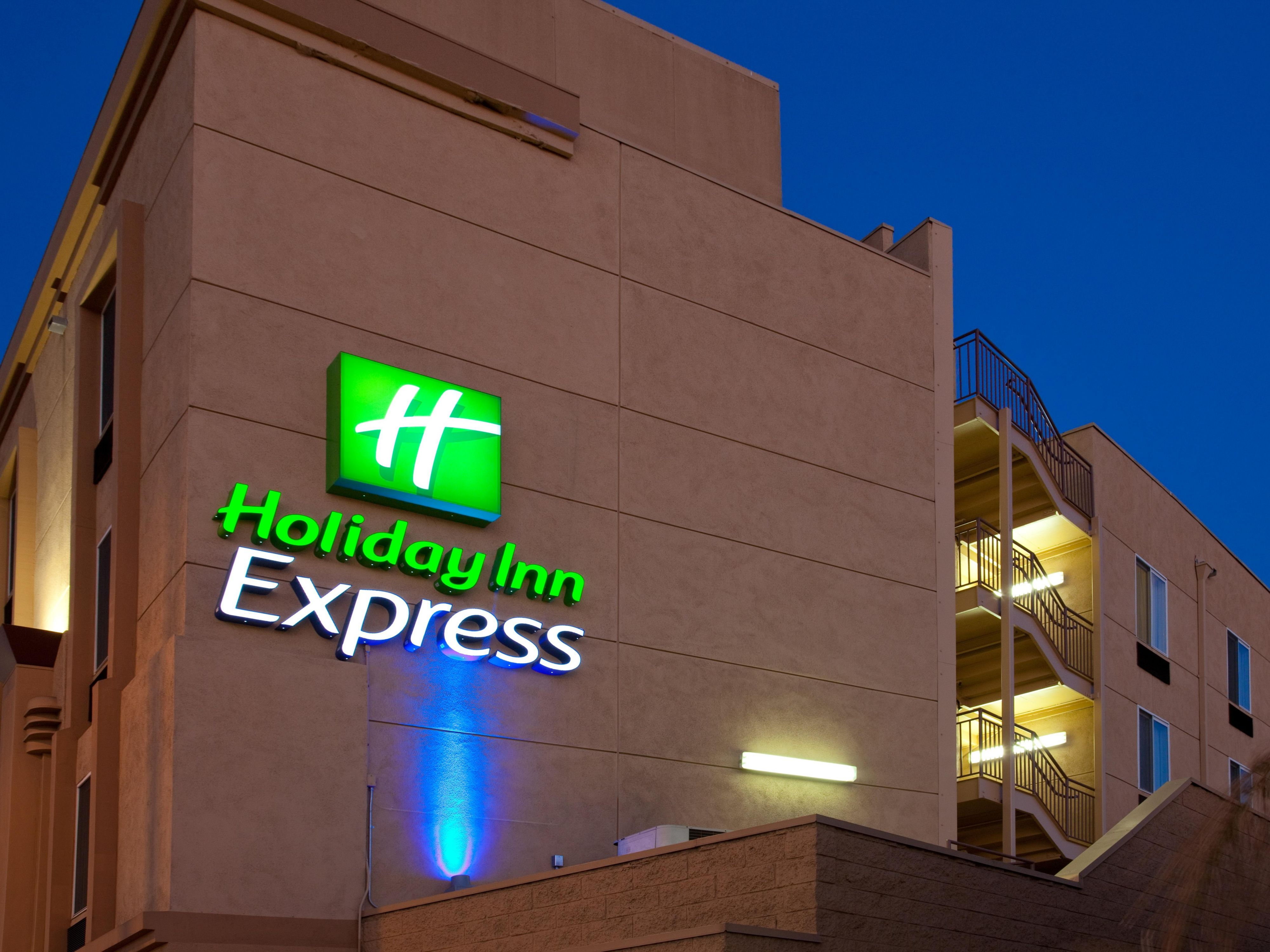 Holiday Inn Express West Los Angeles - Hotel Exterior