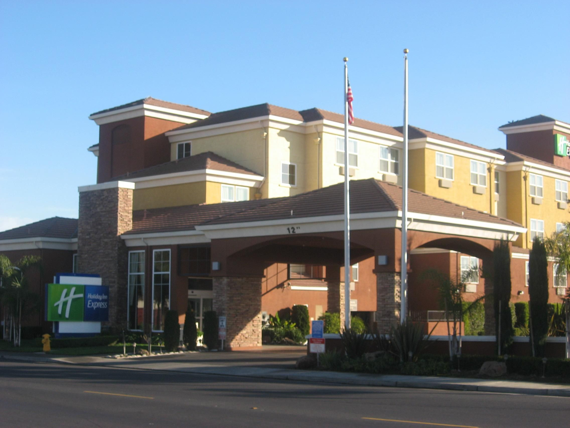 Hotel Exterior- Holiday Inn Express-West Sacramento