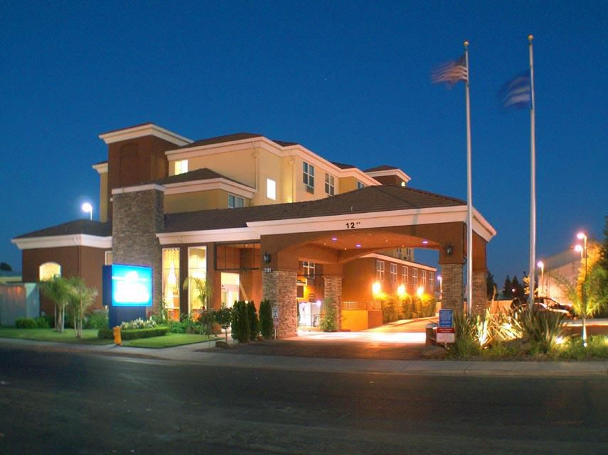 Hotel Exterior-Holiday Inn Express-West Sacramento