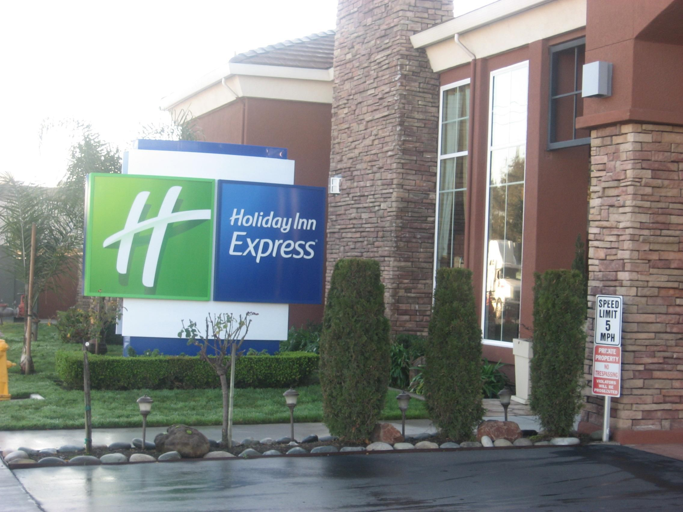 Entrance-Holiday Inn Express-West Sacramento