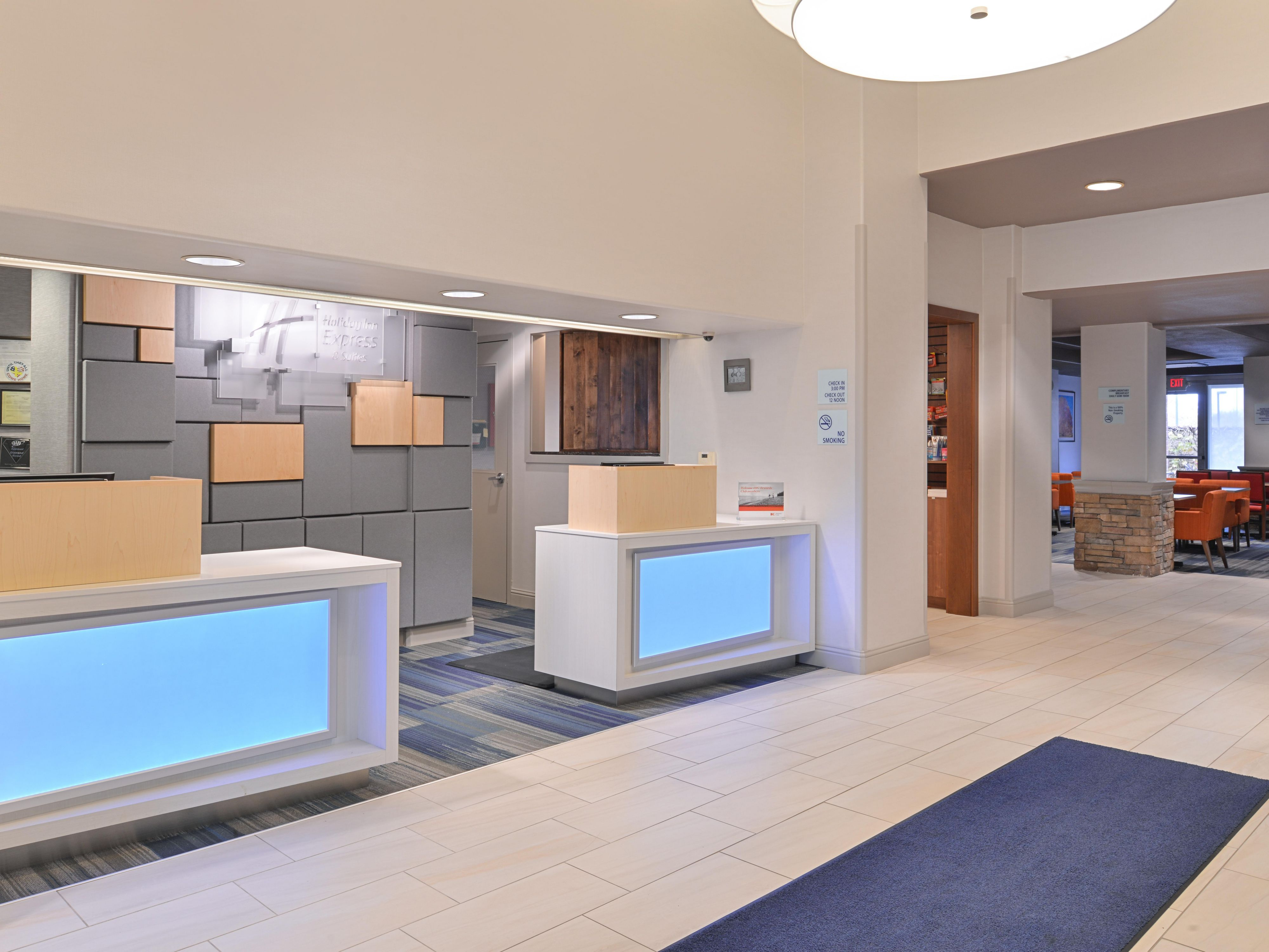 Sacramento Airport Holiday Inn Express Woodland Front Desk