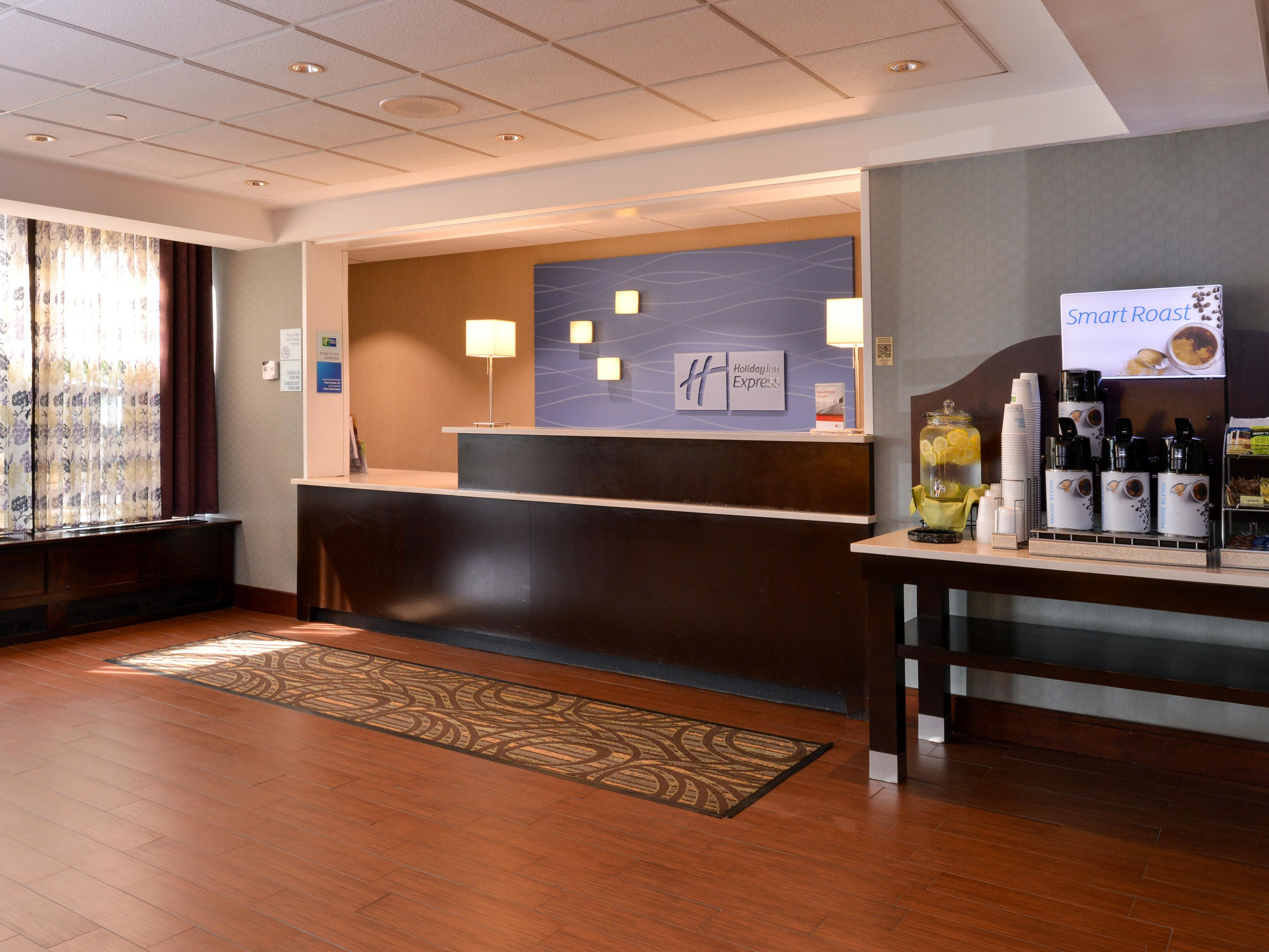 Welcoming Front Desk & Lobby