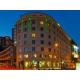 Esterni dell'albergo di notte