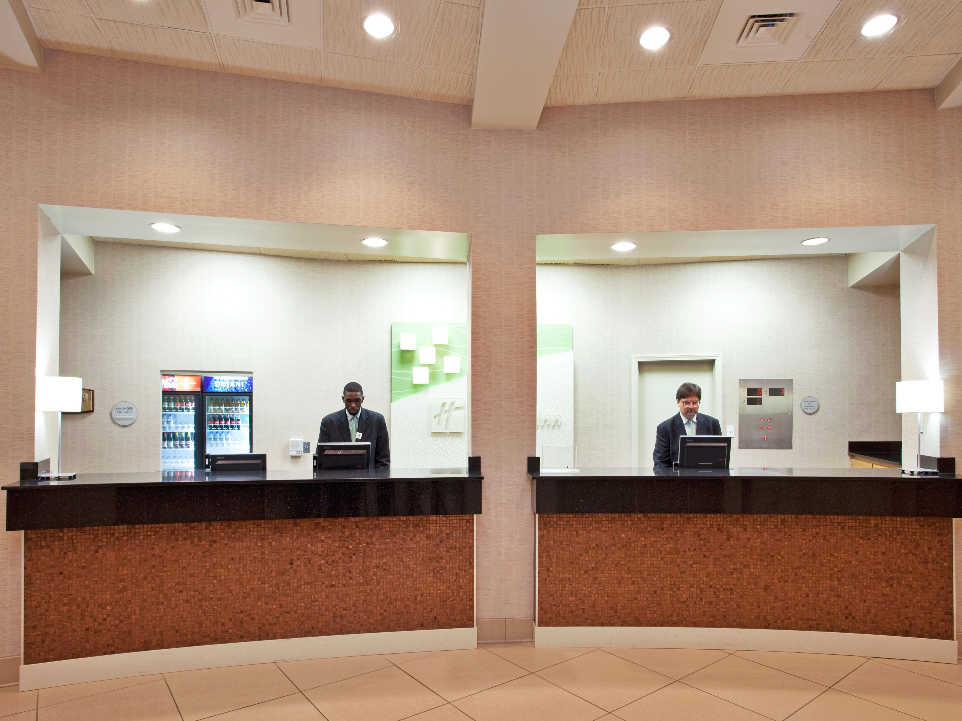 The Holiday Inn New Orleans Westbank Front Desk