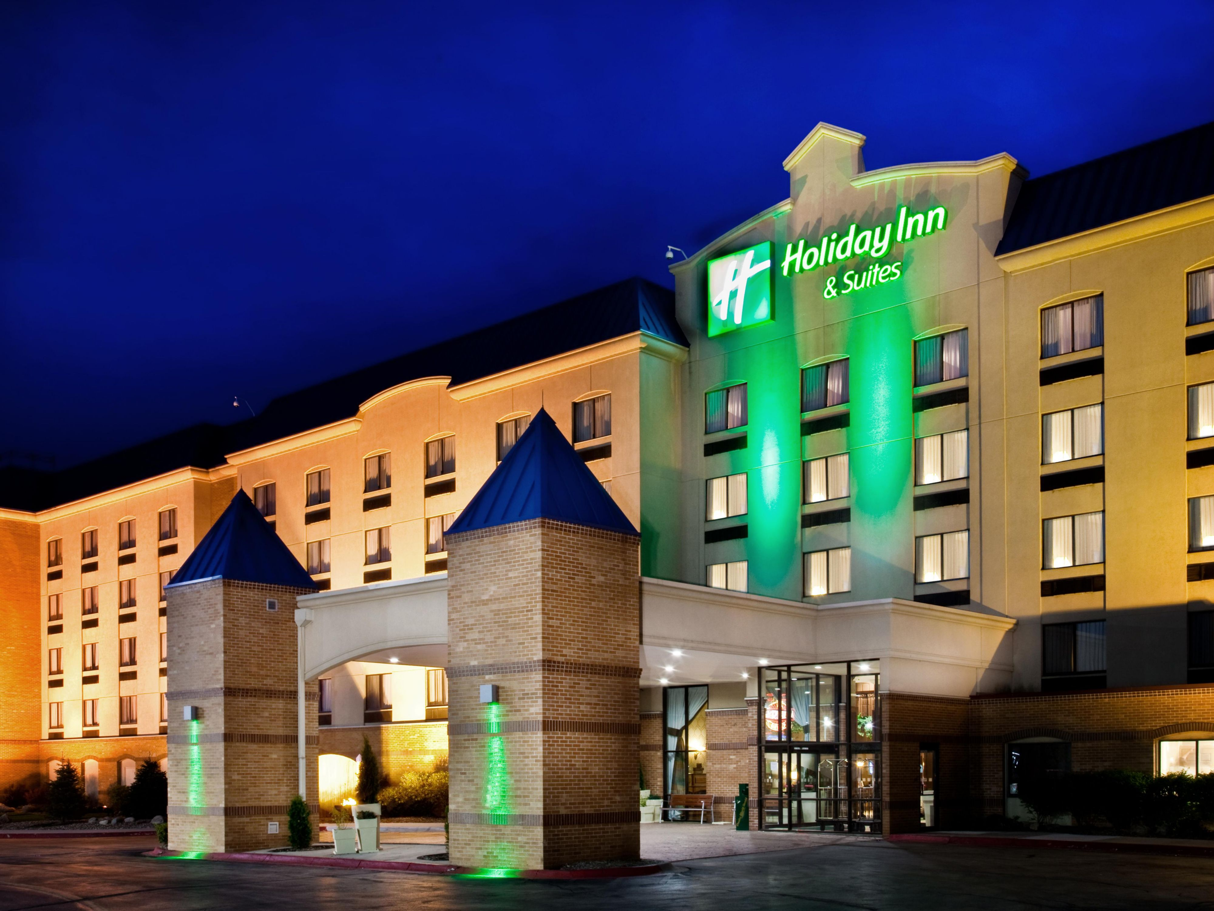 Hotel In Council Bluffs Iowa Near Omaha Ne Holiday Inn Suites