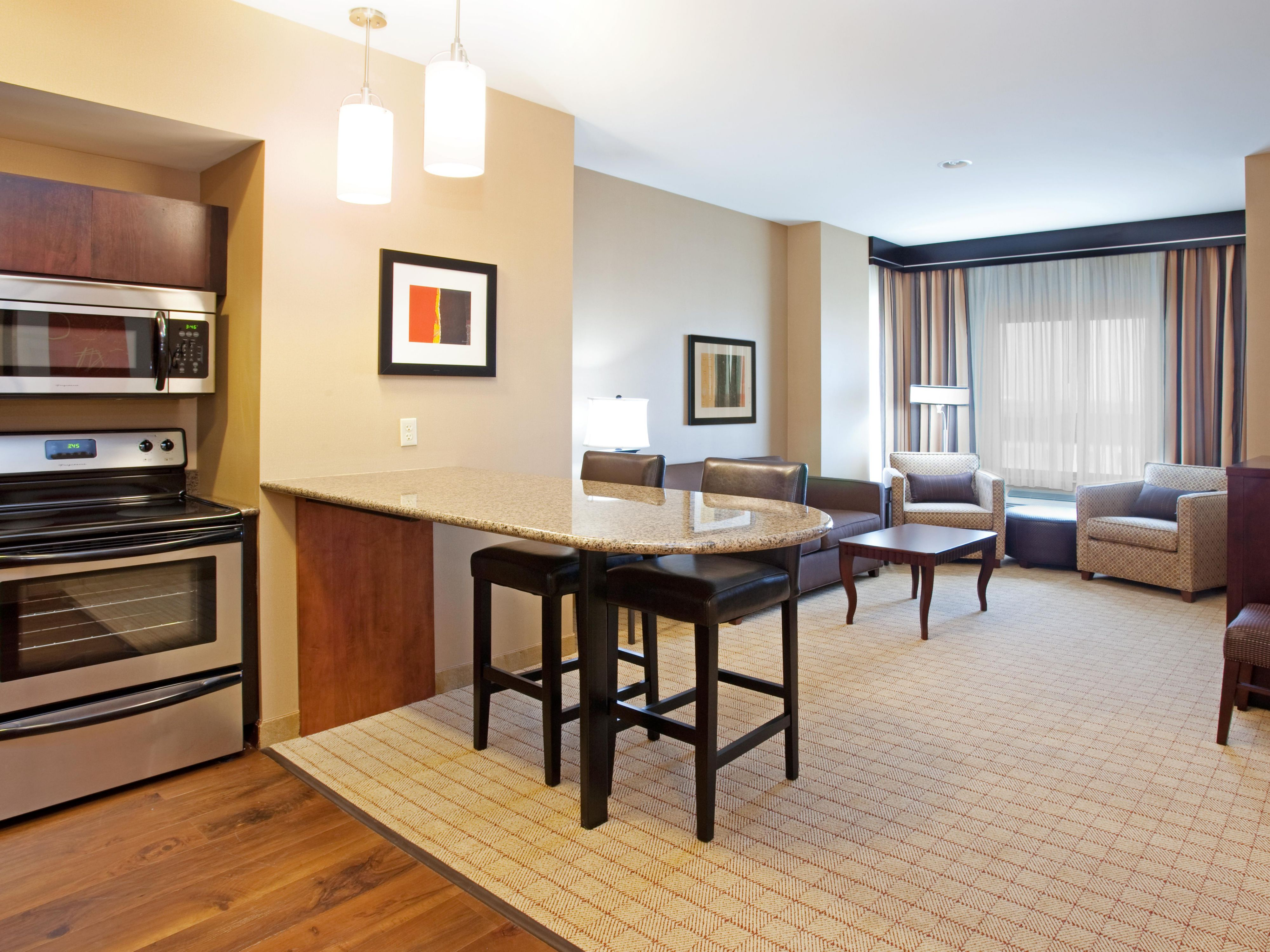 Junior Suite-Kitchen And Living Room View Near DIA