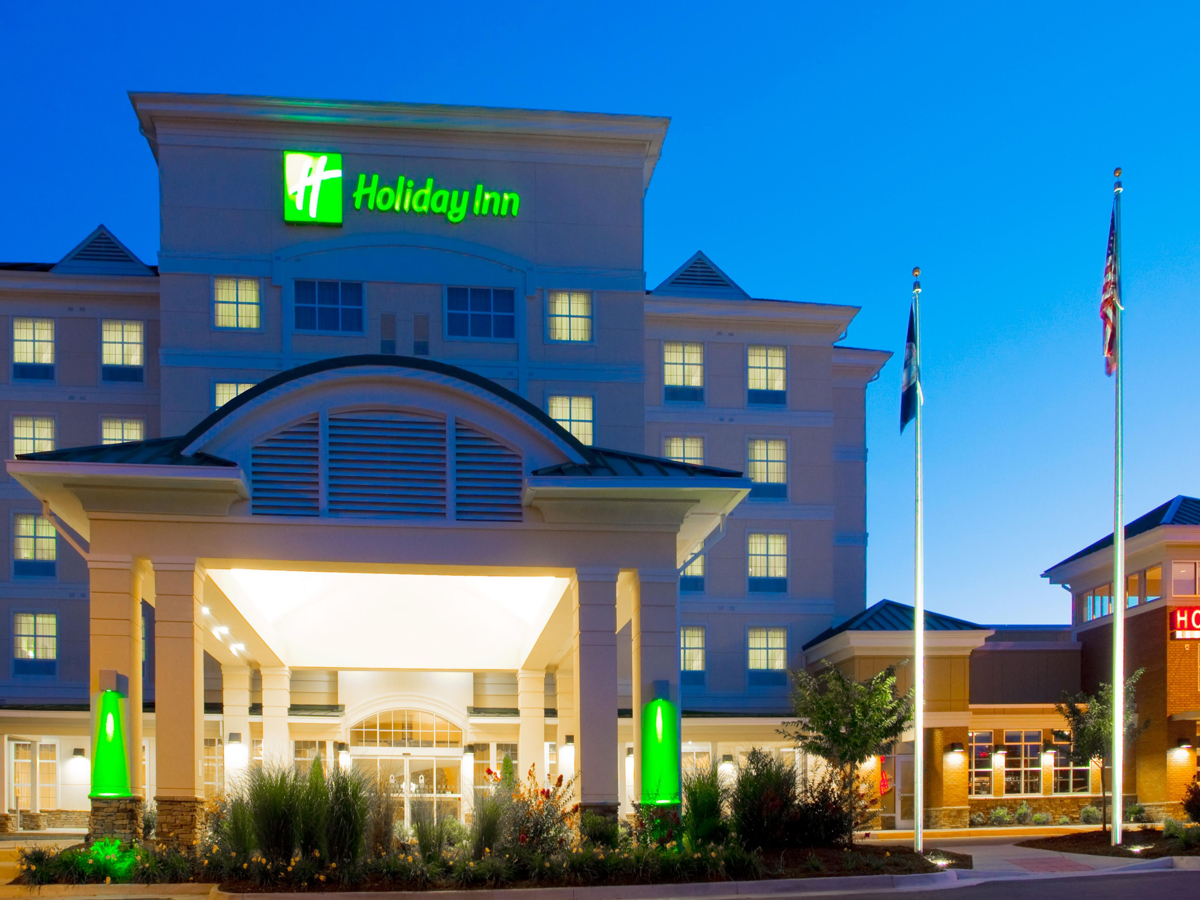 Holiday Inn & Suites and Houlihan's Restaurant + Bar