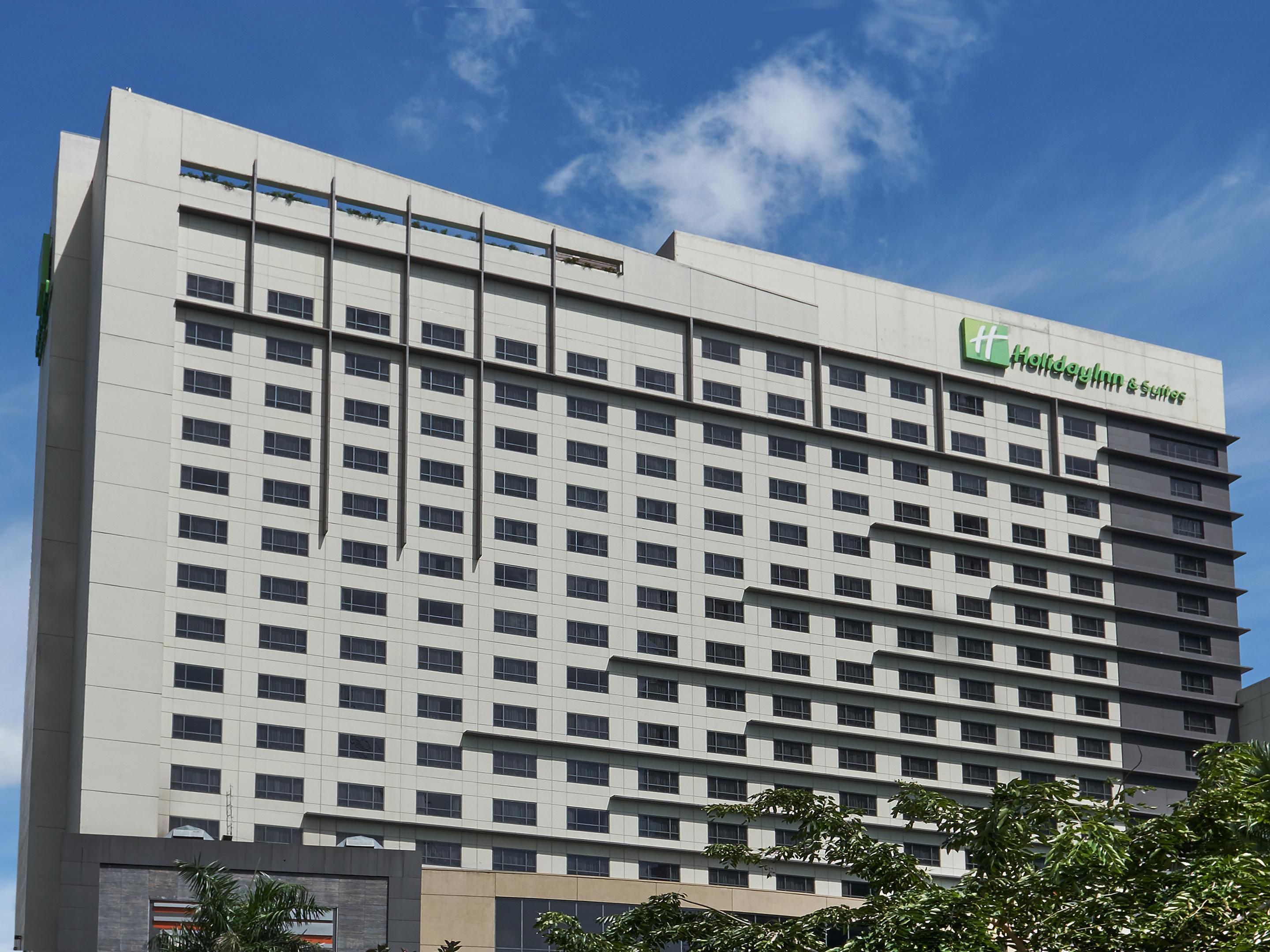 Holiday inn suites makati hotel rooms near manila airport solutioingenieria Images