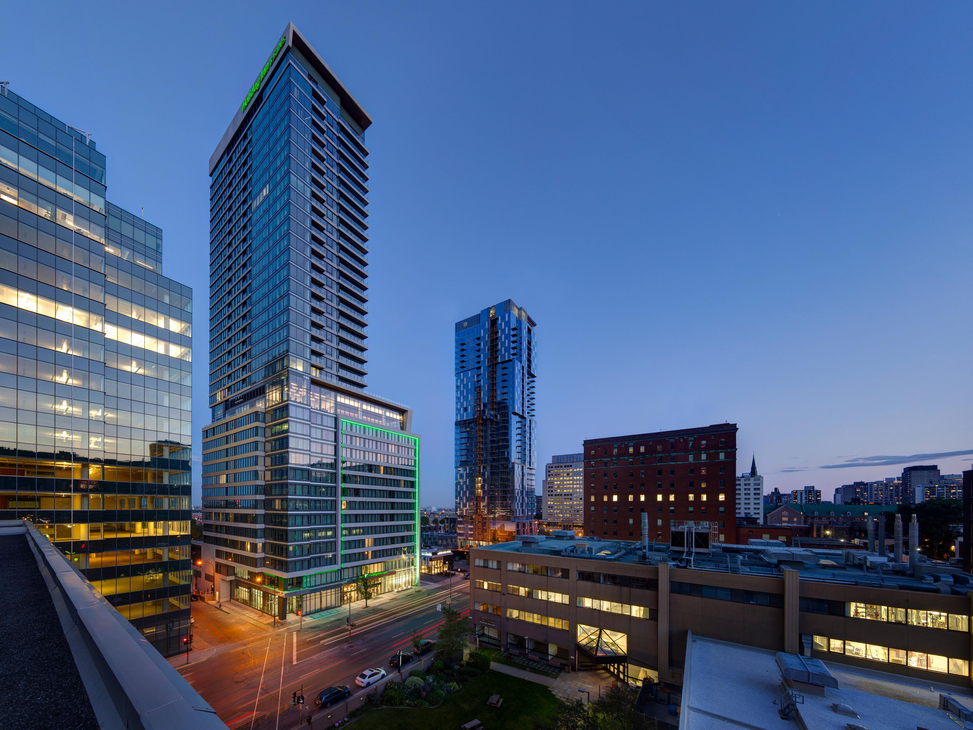 Hotels In Montreal Canada Holiday Inn Suites Montreal Centre